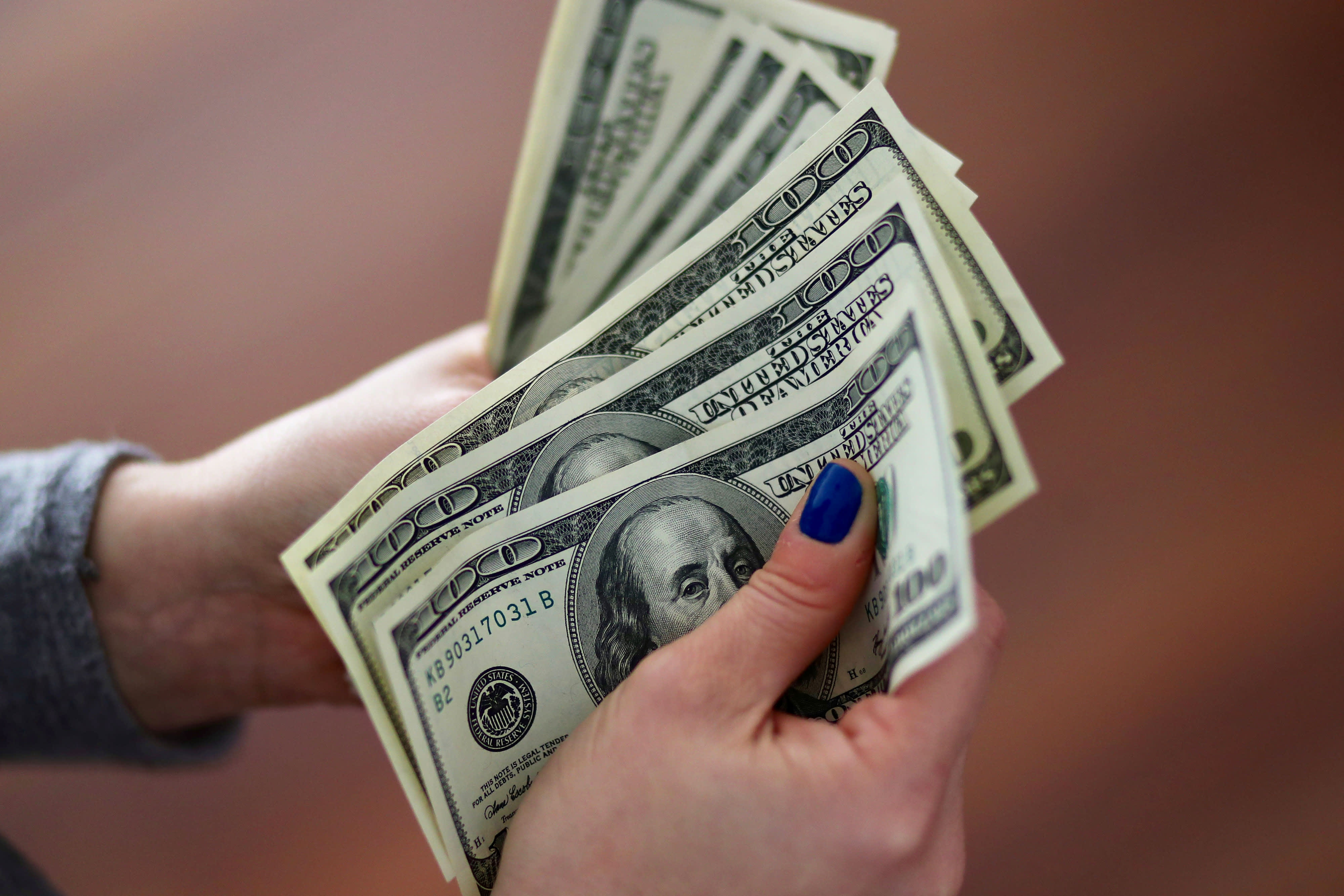 RT: Dollars cash 180828