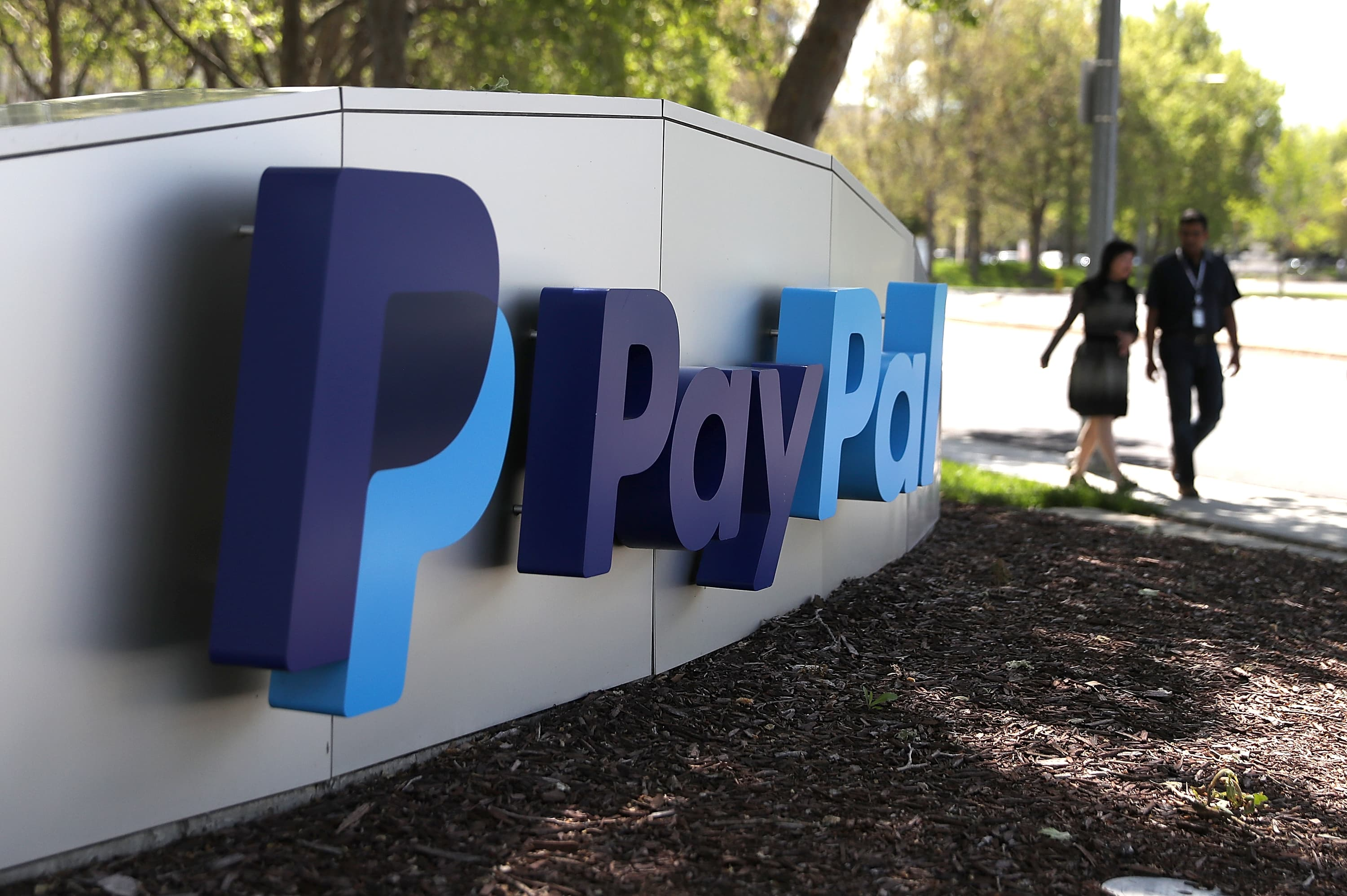 GS: PayPal signage 180409
