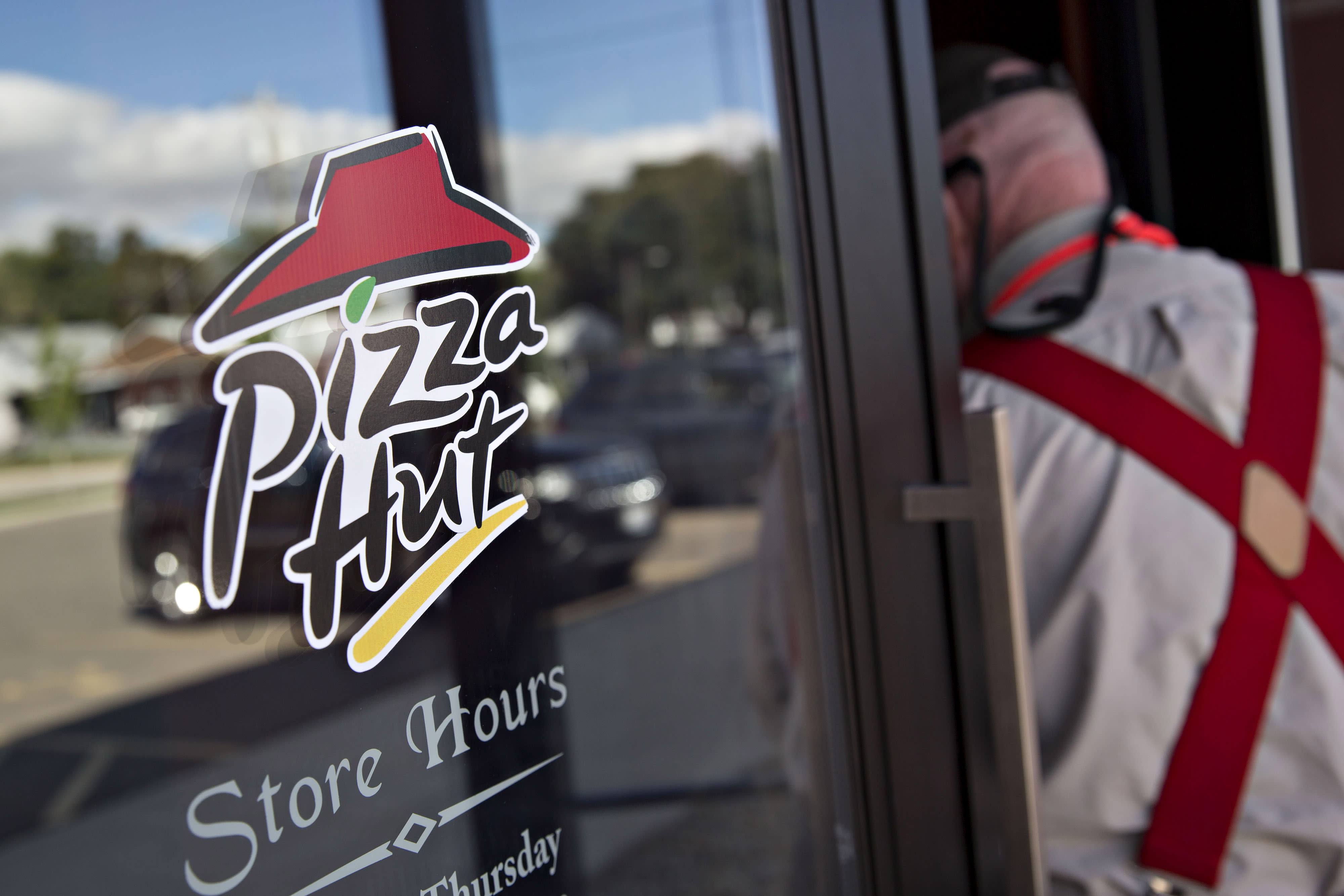 aba97755bfb Pizza Hut execs  dissatisfied  with growth
