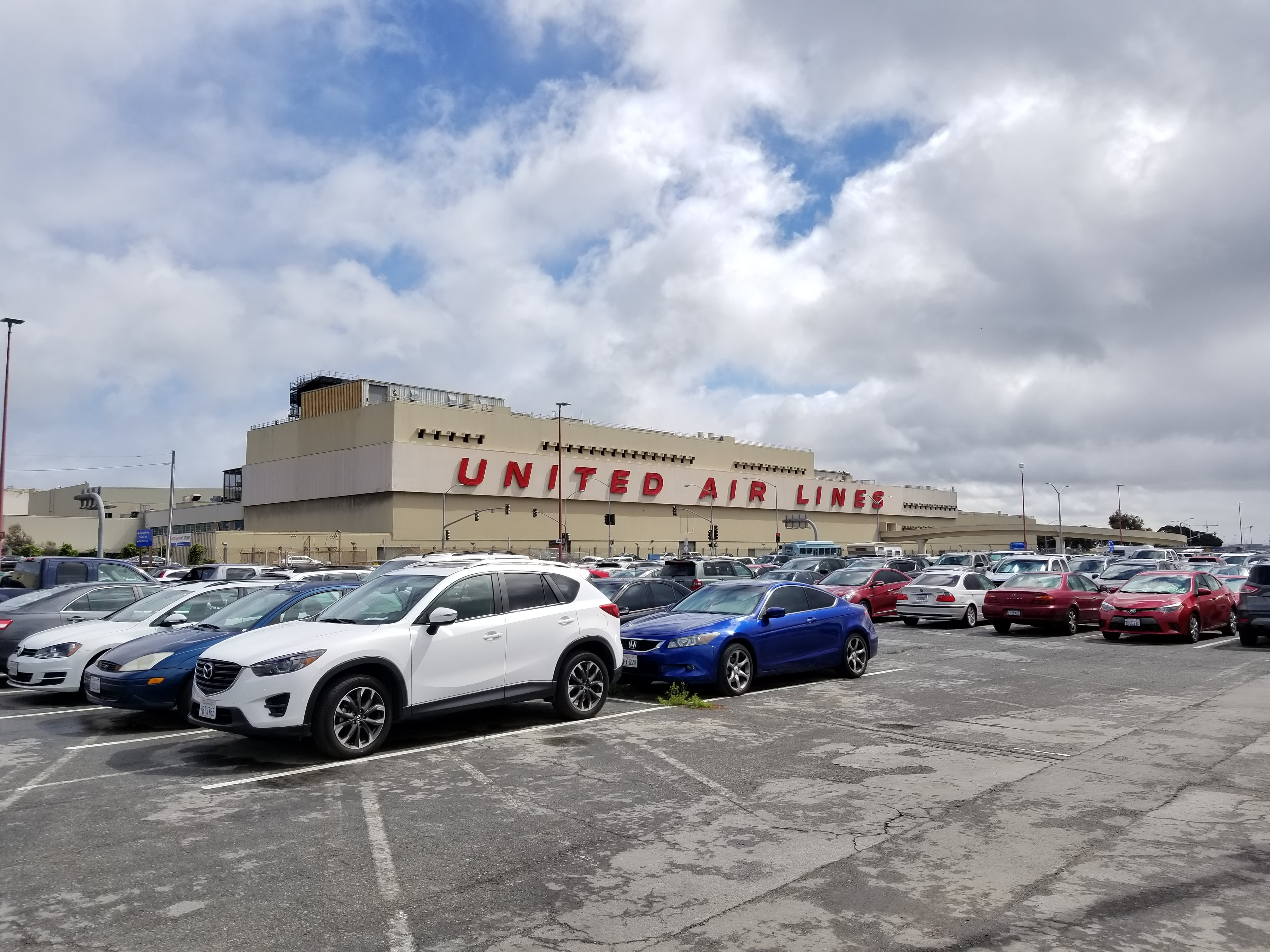 Airports use parking loyalty programs to compete against