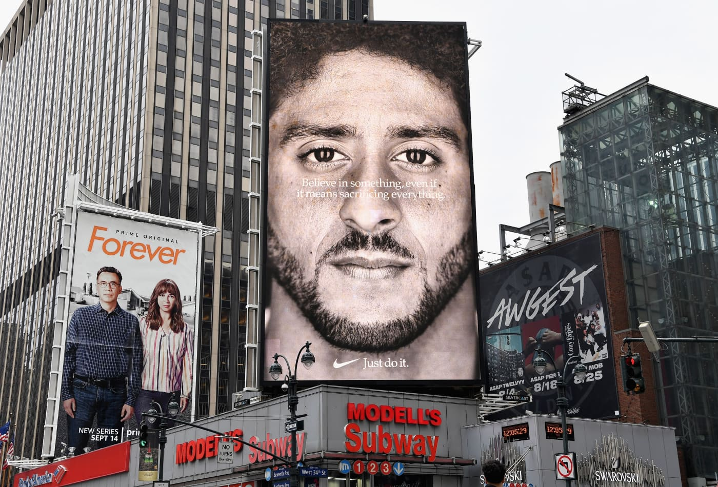 sale retailer 6b3d8 9c75e Nike nearly dropped Colin Kaepernick before putting him in its anniversary  ads