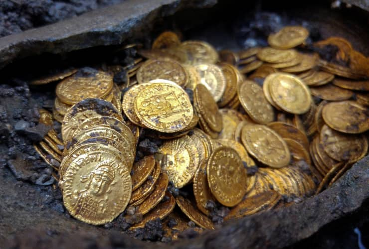 RT: Rare gold coins found beneath theater in Italy 180911