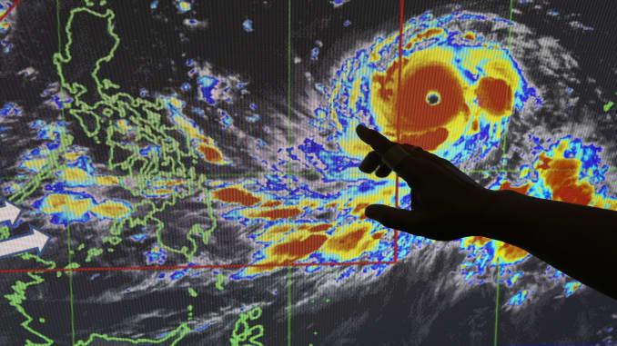 Typhoon Mangkhut: Philippines braces for strongest typhoon