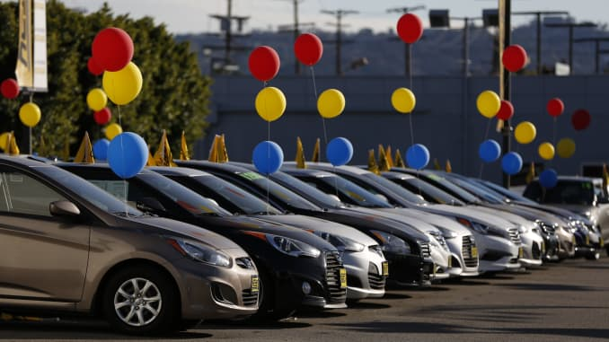 Car dealers struggle to sell 2018 new-car inventory to make room for
