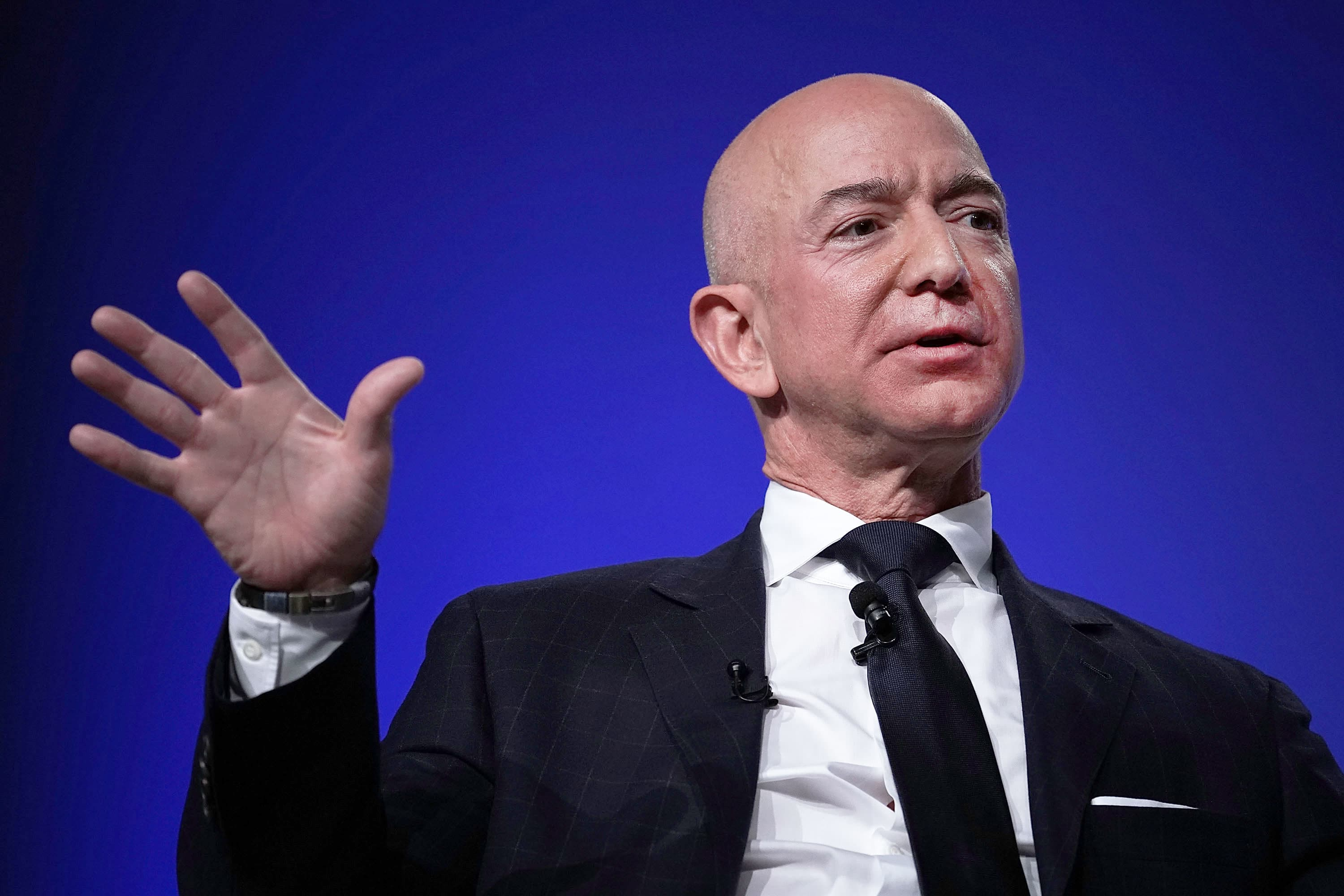The charts show Amazon's stock is bottoming, primed for a 20% gain, Jim Cramer says