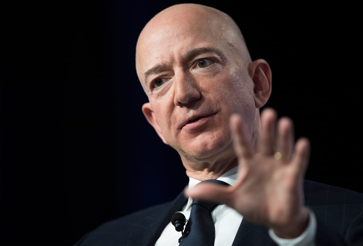 Op-Ed: Jeff Bezos and Amazon are getting personal in their fight with Trump
