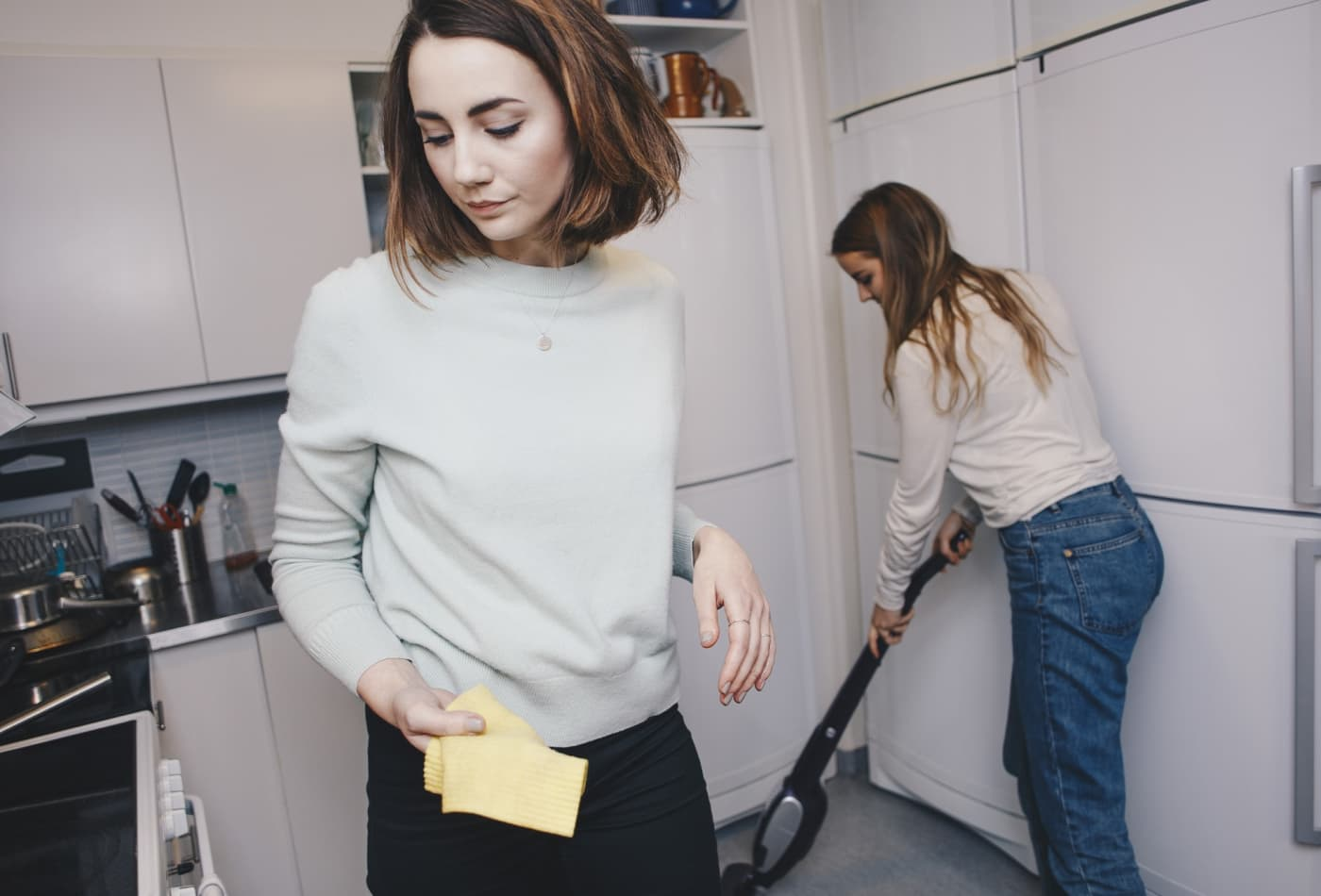 5 ways to deal with a bad roommate