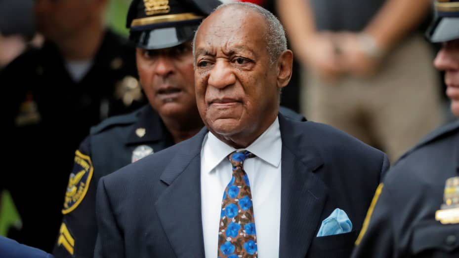 Aktor dan komedian Bill Cosby tiba di Gedung Pengadilan Montgomery County untuk menjalani hukuman dalam persidangan serangan seksualnya, di Norristown, Pennsylvania, 24 September 2018