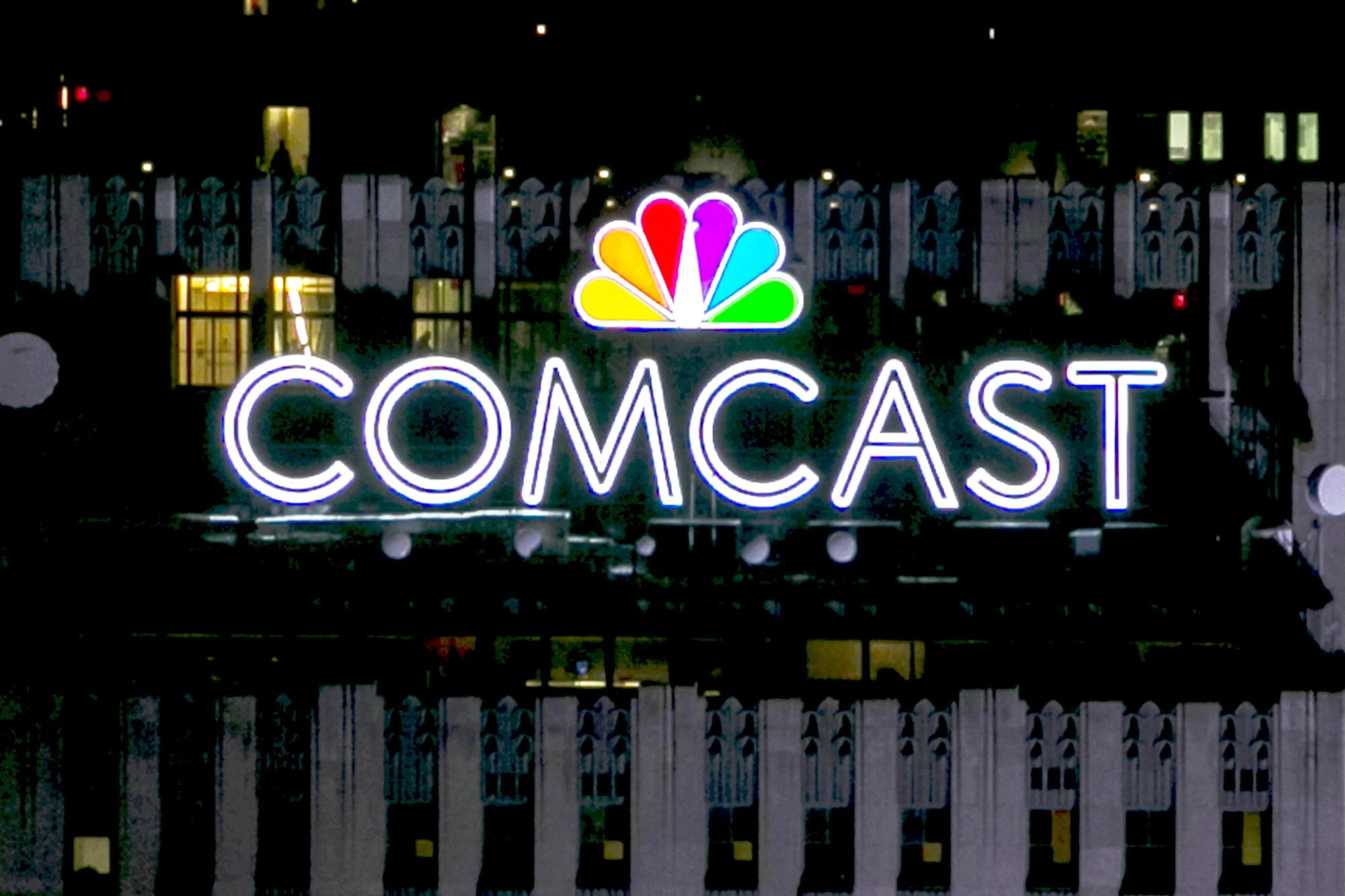 Comcast outbids Fox by $3 6 billion in a three-round auction process
