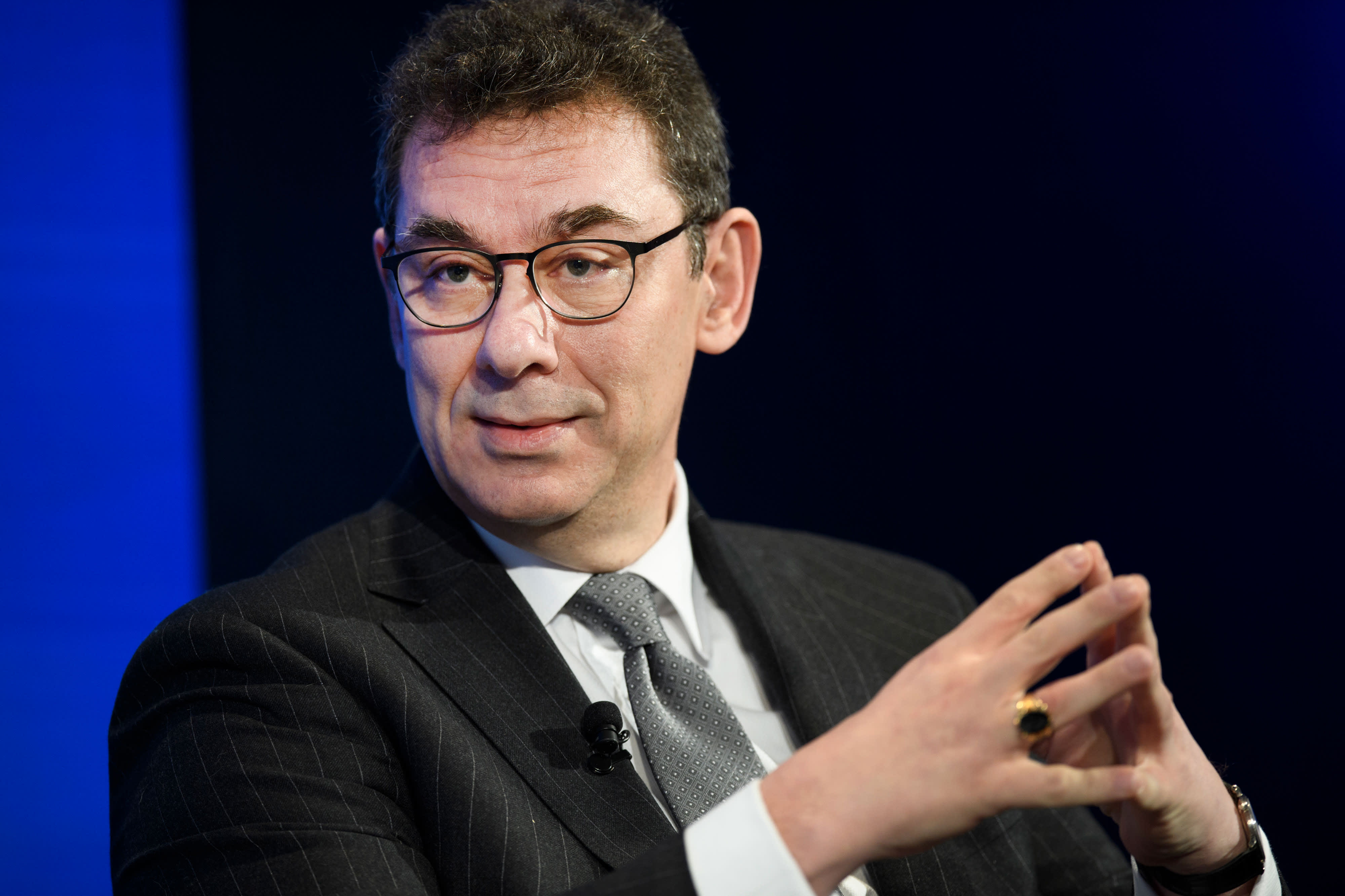 Pfizer announces Dr. Albert Bourla will succeed CEO Ian Read effective  January 1
