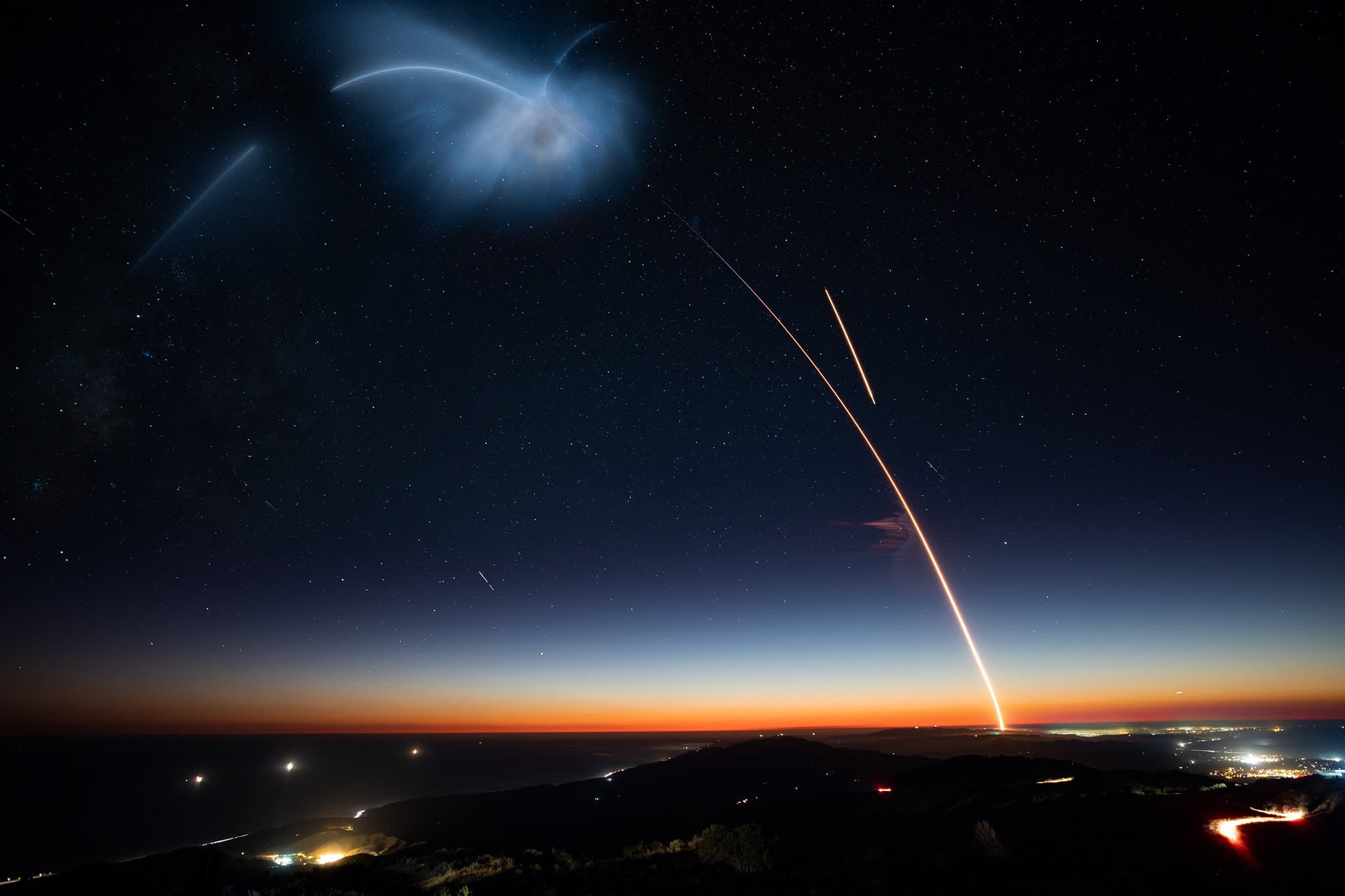 A dramatic twilight SpaceX launch freaked out people in LA