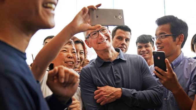 RT: Tim Cook, Apple in China 181009