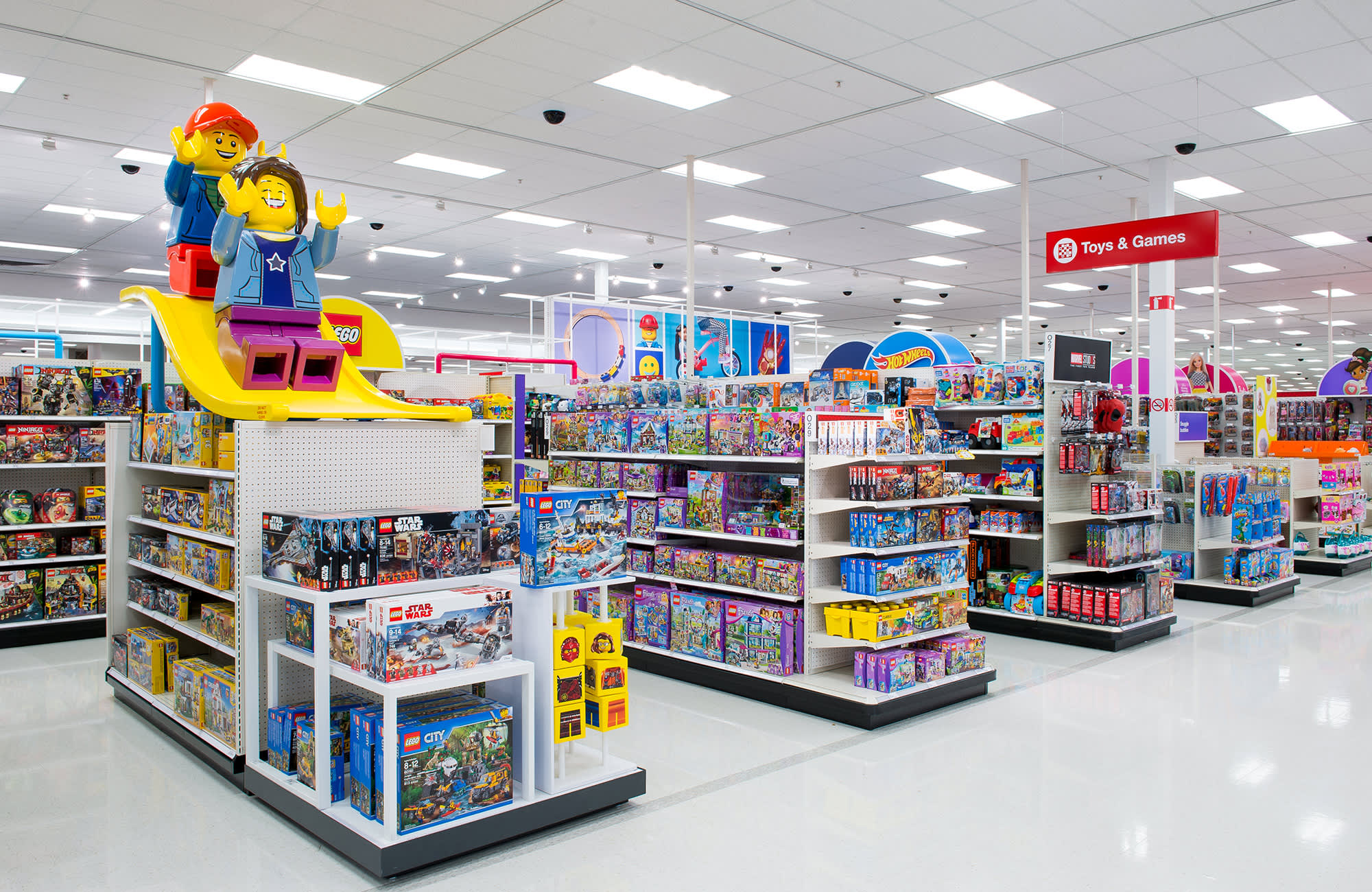 Target Christmas Commercial 2018.Hundreds Of Target Stores Are Getting A Makeover In The Toy