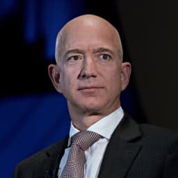 Amazon hires Trump-allied lobbyist as president threatens to intervene in battle over cyber contract