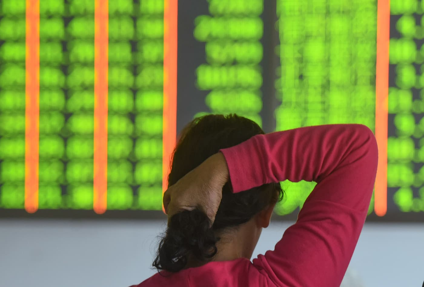 Mainland Chinese stocks drop as much as 3.5% as coronavirus fears grip investors