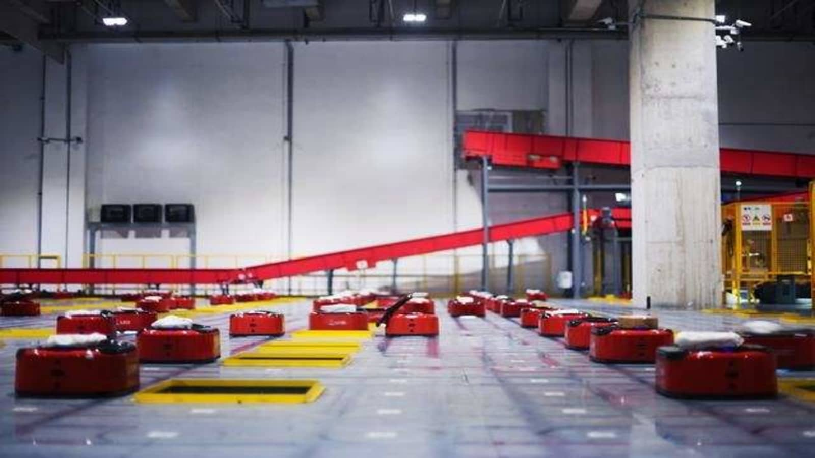 the world s first humanless warehouse is run only by robots the world s first humanless warehouse