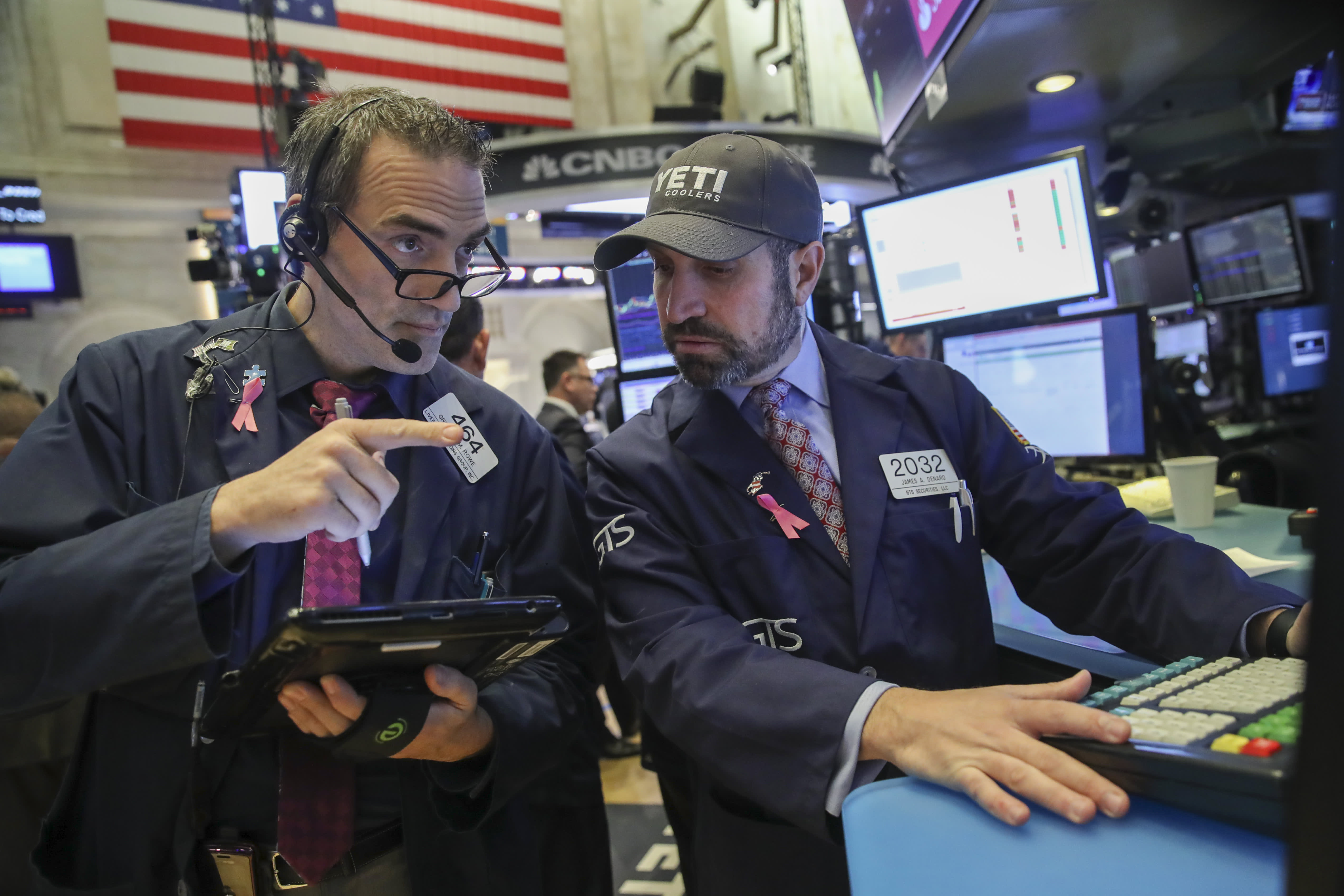 Stocks rise slightly, but trade and economy worries persist