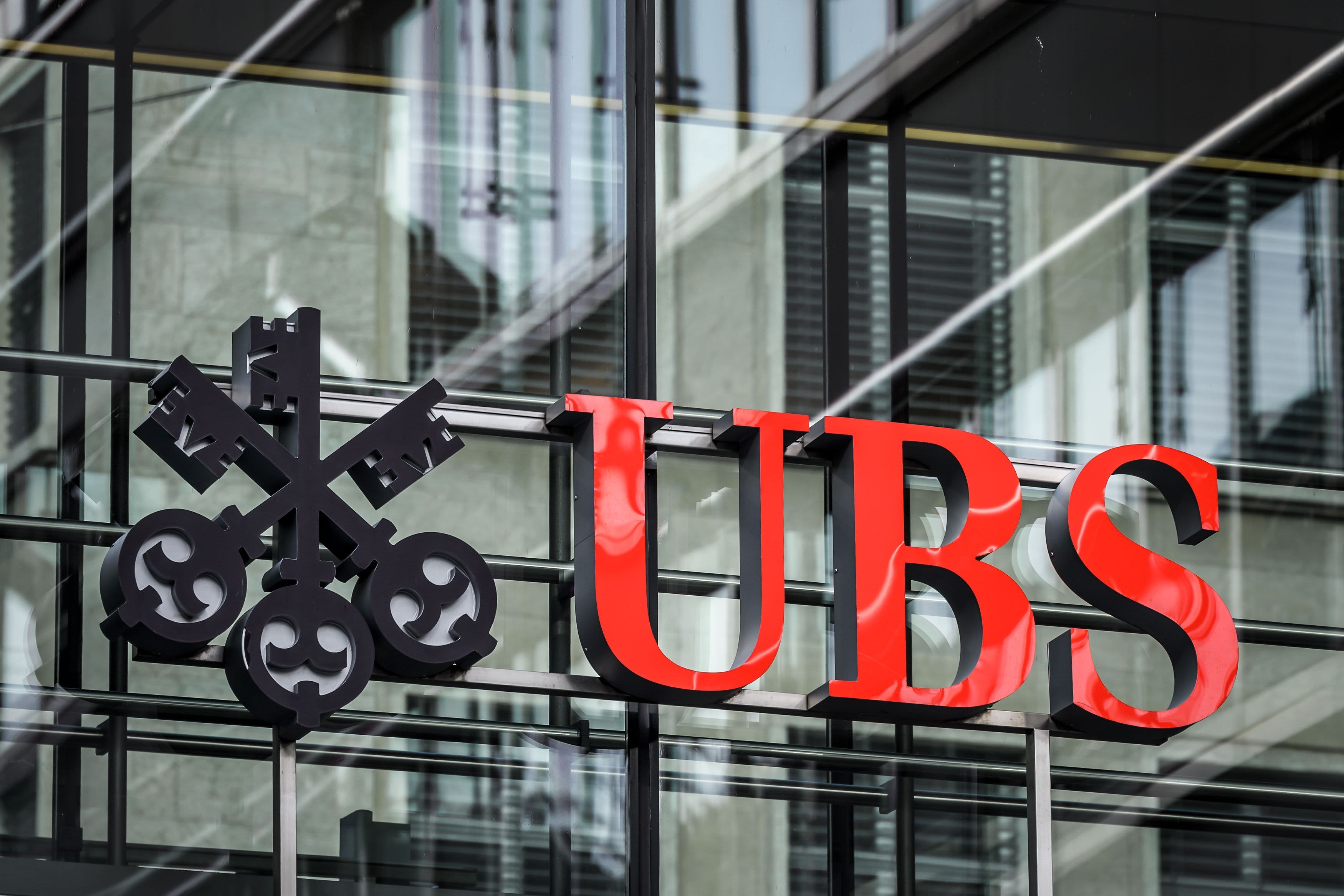Barclays analysts call for UBS strategy overhaul, suggest break up of Swiss bank