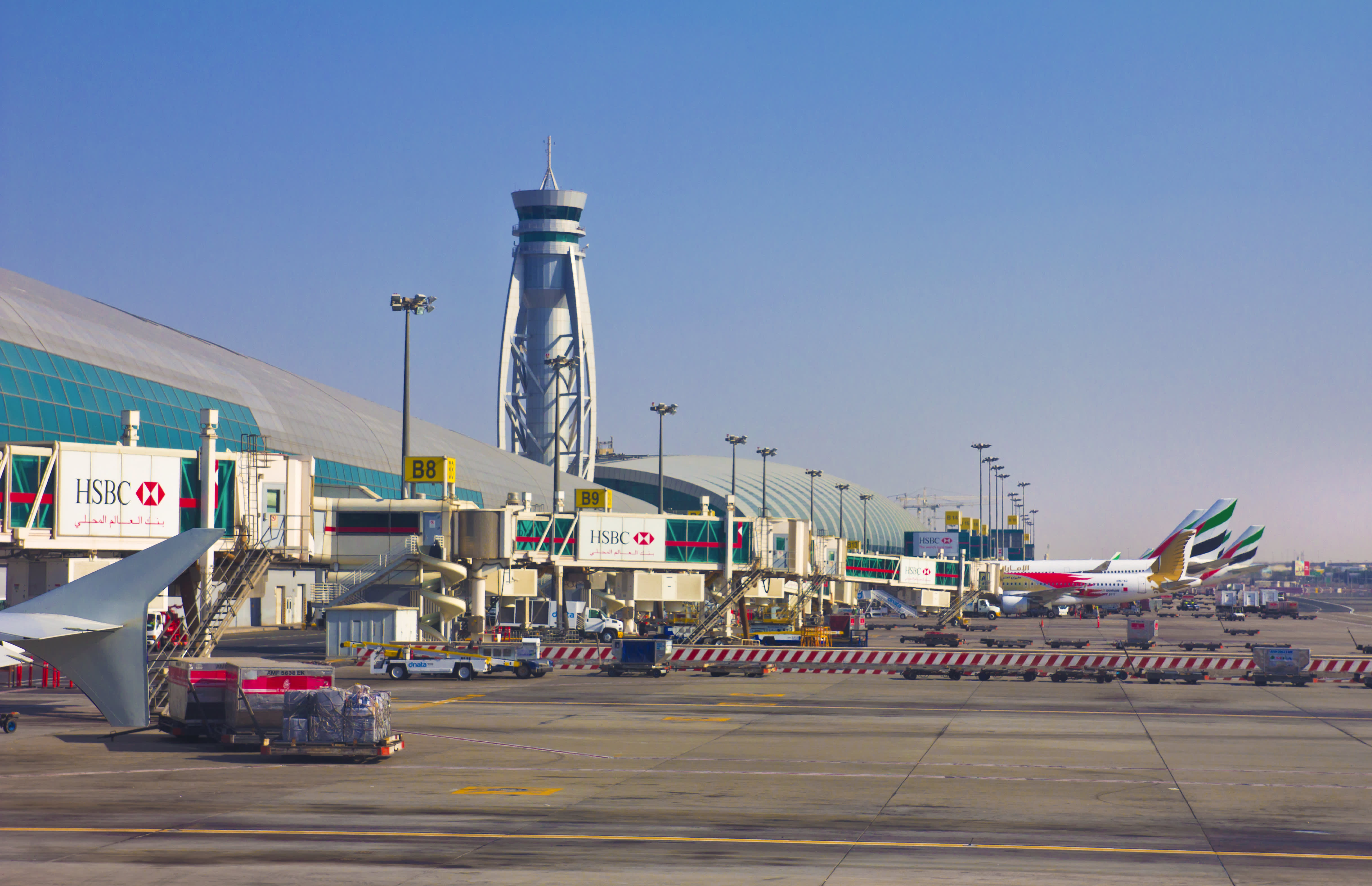 UAE bans citizens from traveling, mandates 14-day quarantine for entrants