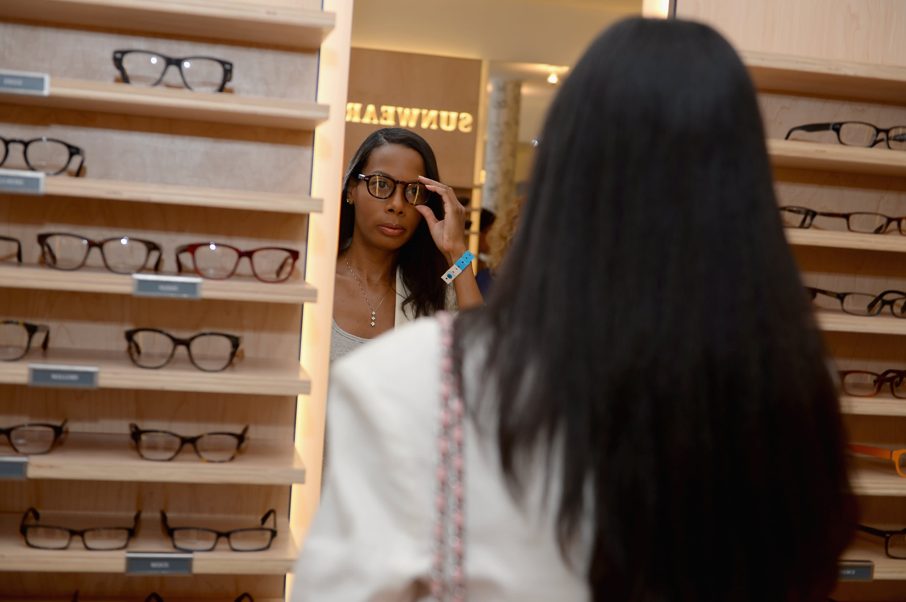 Why digital retail darlings Warby Parker and Allbirds are betting big on stores to grow ahead of public debuts