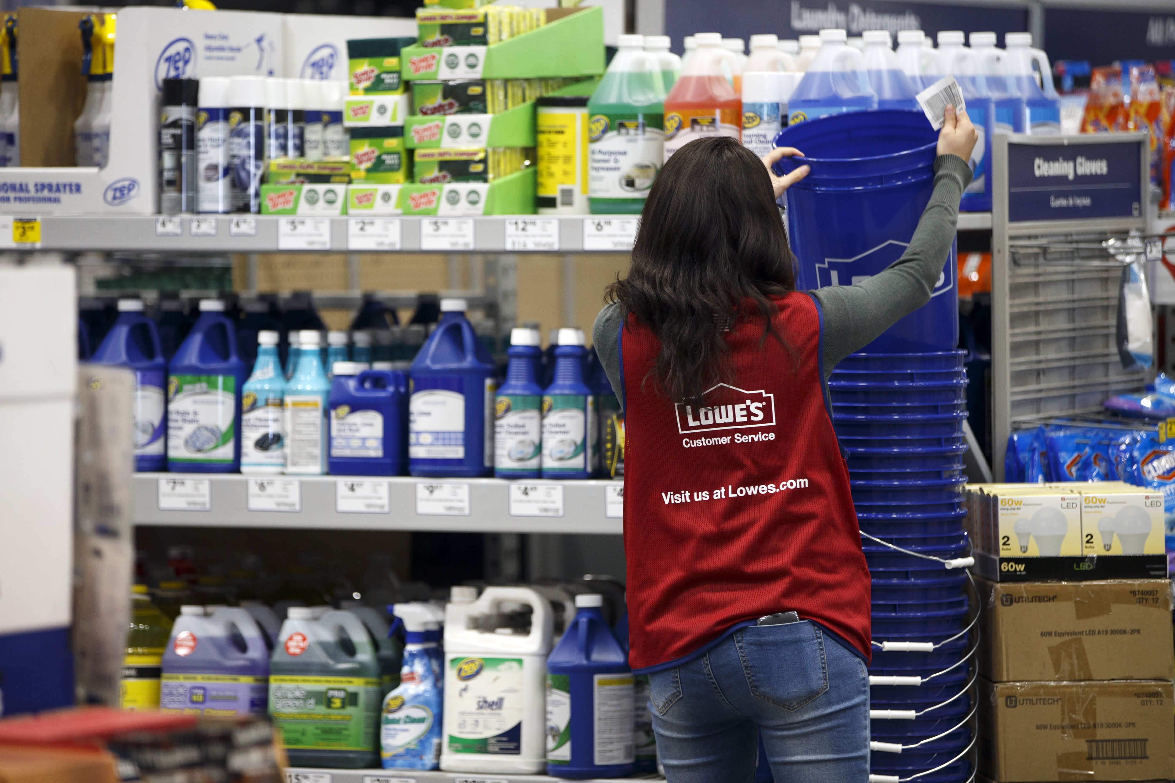 Lowe's lays off thousands of workers in US stores