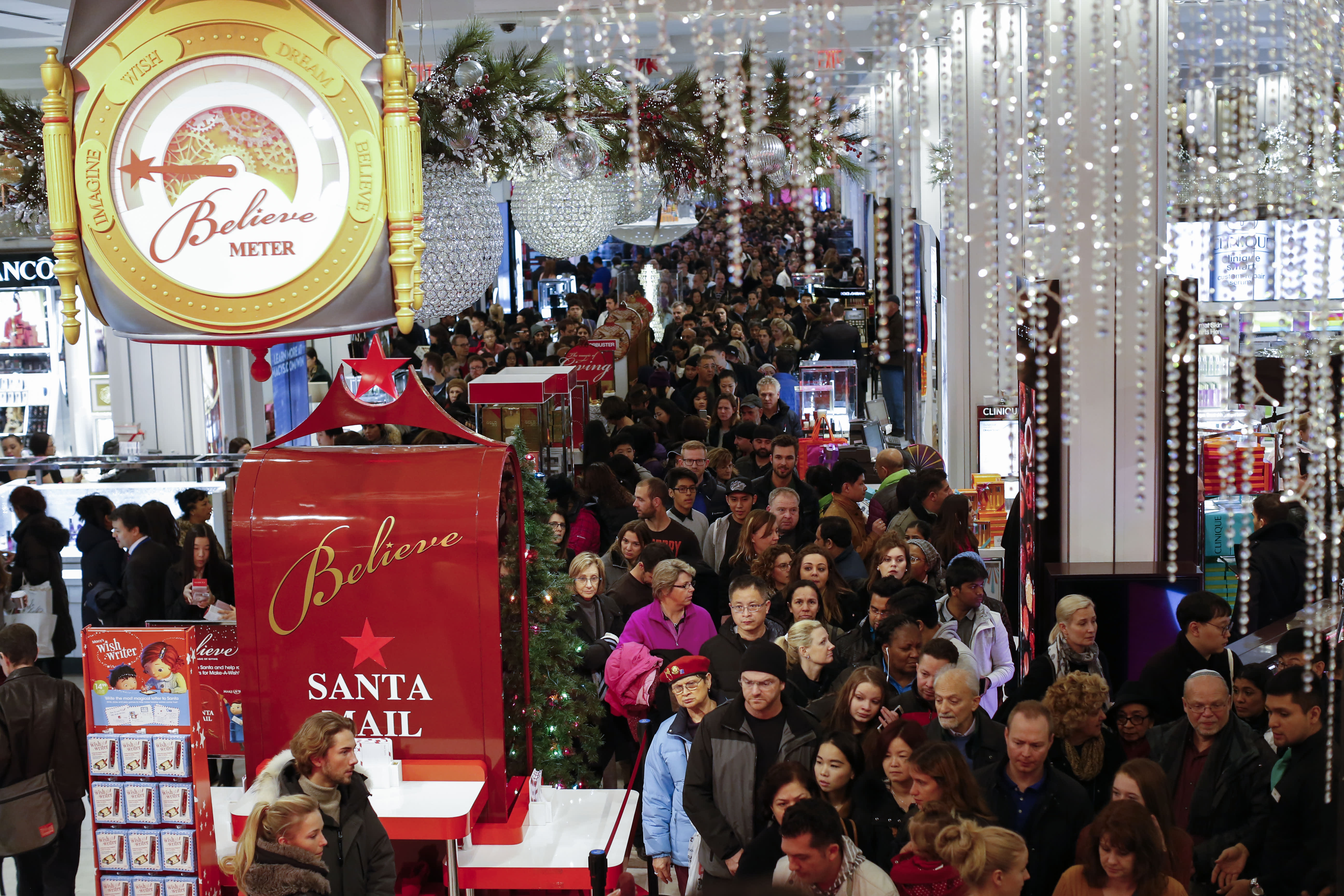 Fewer People Shopped During 5 Day Thanksgiving Weekend Retail Group Says