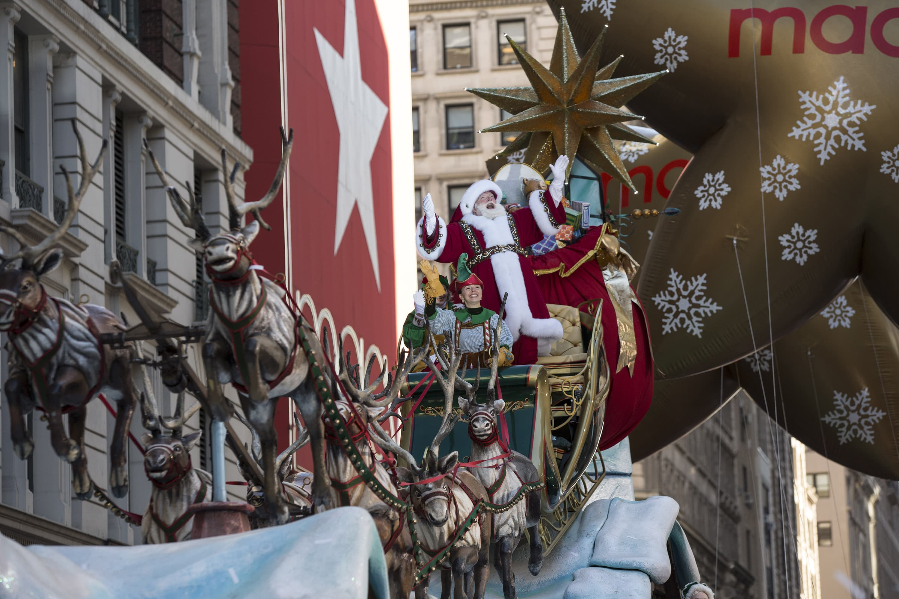 5613a5c66 The holiday season gives Macy's the chance to prove its turnaround plan is  working