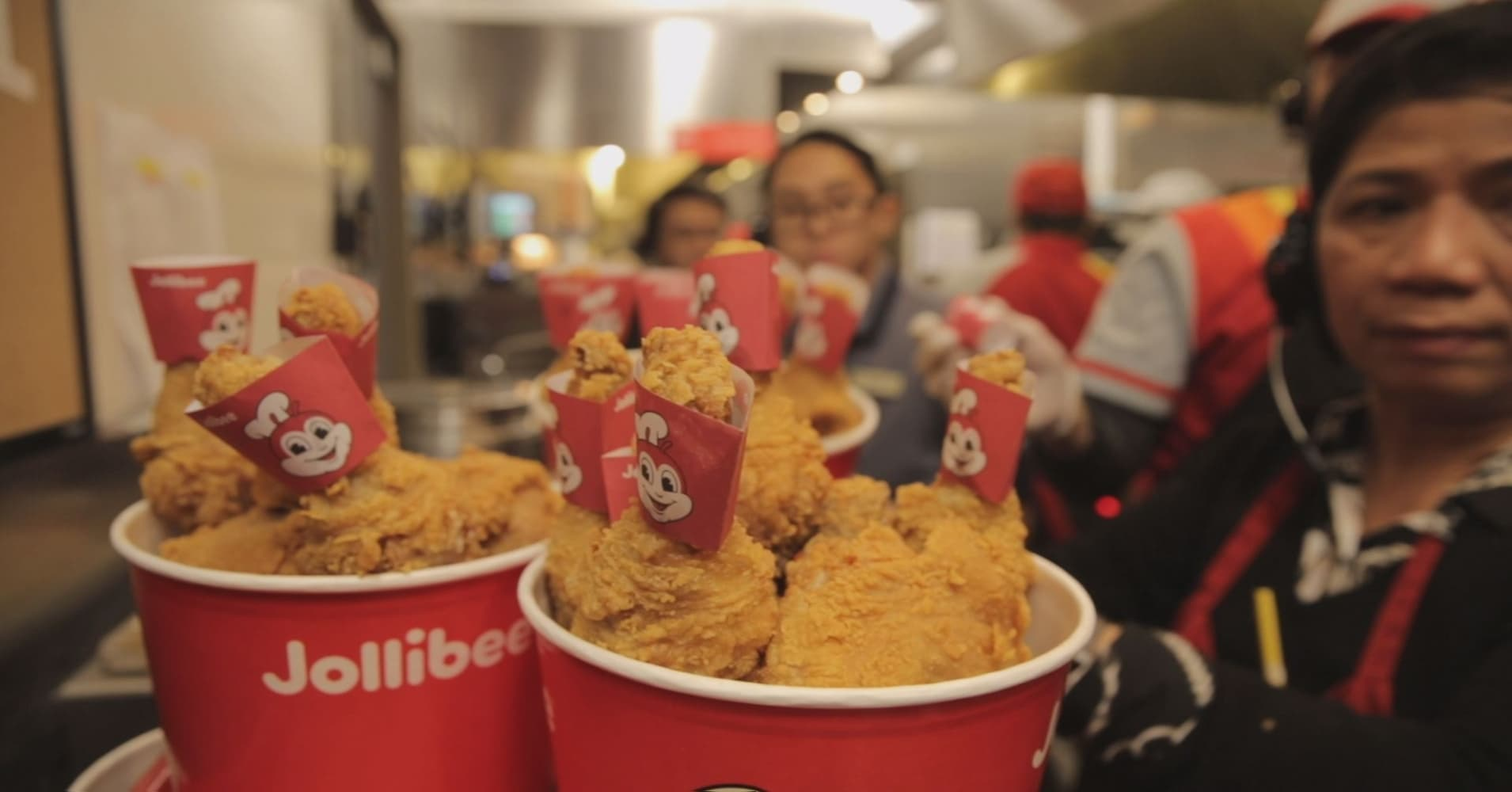 Why everyone is obsessed with Filipino fast food chain Jollibee