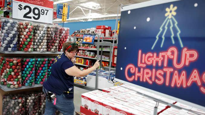 RT: Walmart holiday shopping prep 181120