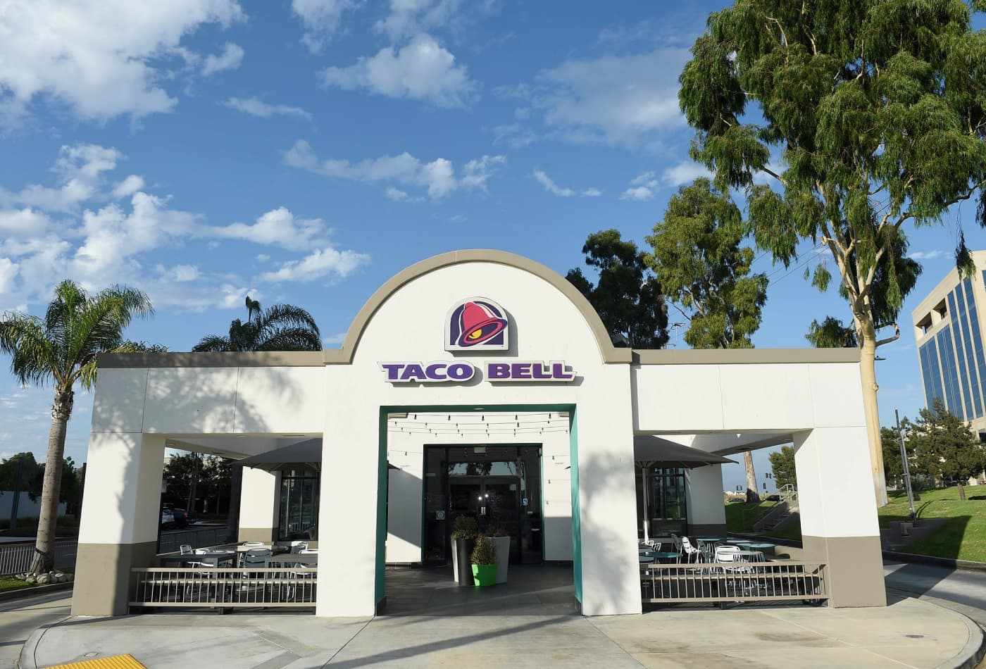 Taco Bell's Live Más Scholarship awards $21 million in aid