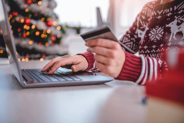 GP: Women shopping online Holiday Shopping