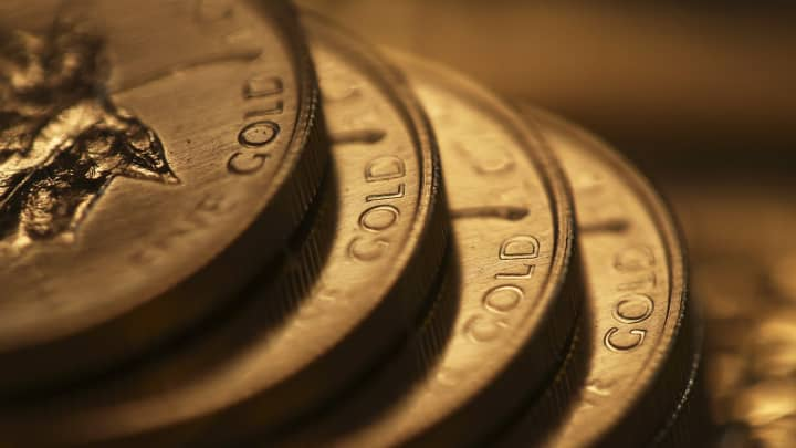 Gold jumps to 6-year high on low rates, slowing economy and heightened geopolitical tensions