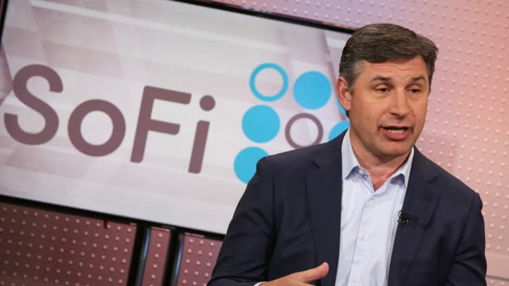 Fintech disruptor SoFi wants to become a national bank — again