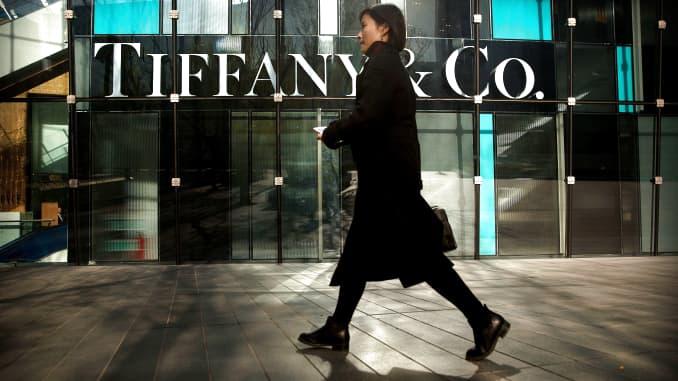 AP: Tiffany store in Beijing 181129