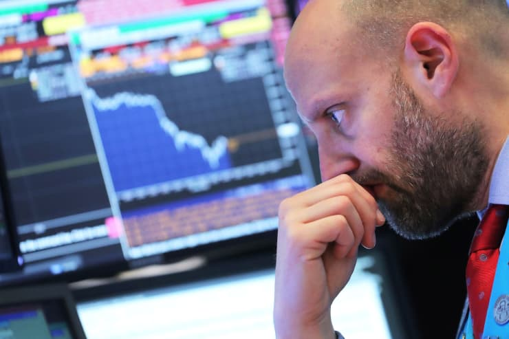 RT: NYSE trader down market plunge Dow drops 181204