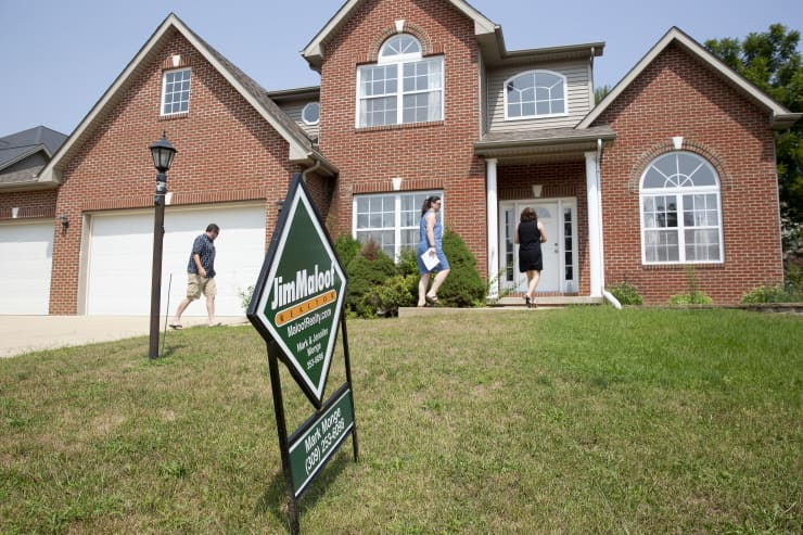 GP: Mortgage applications Prospective Buyers Attend Open Houses Ahead Of Existing Home Sales