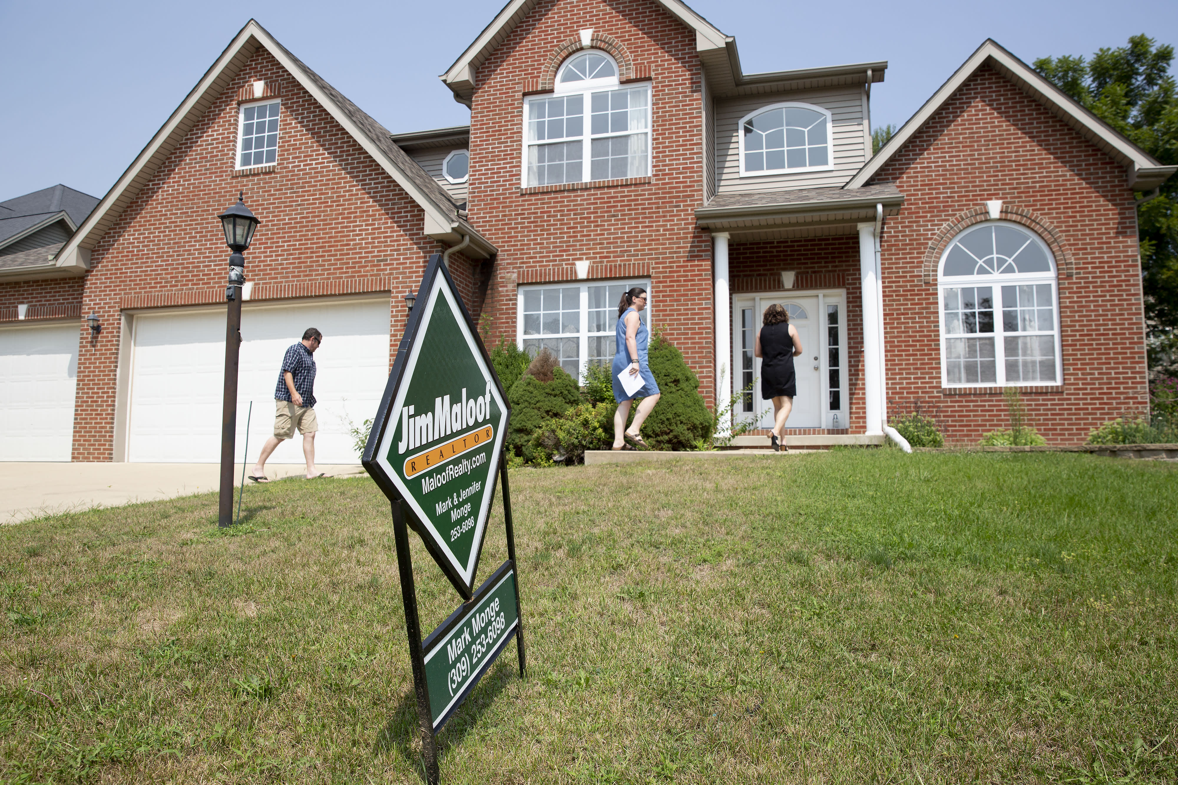 Mortgage demand falls as interest rates flatten