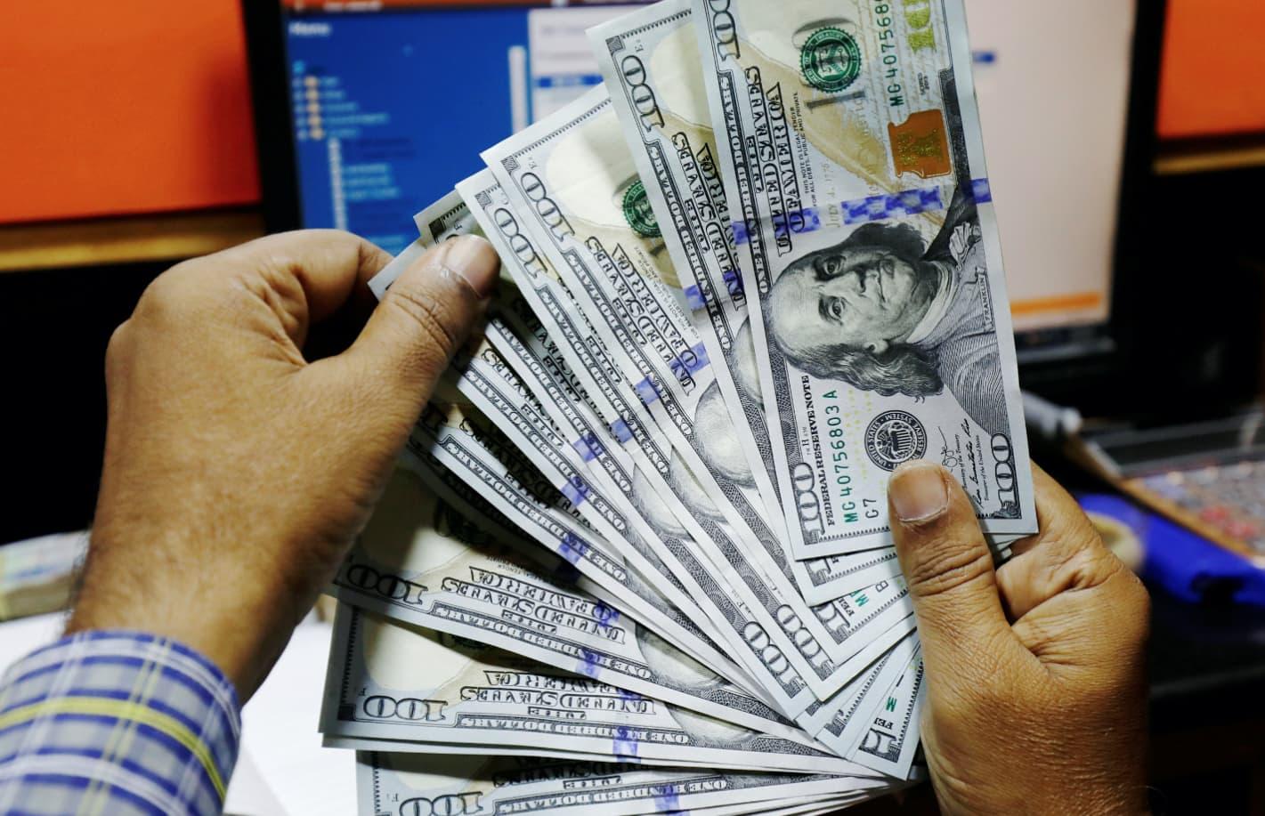 RT: Dollars dollar currency exchange 181203