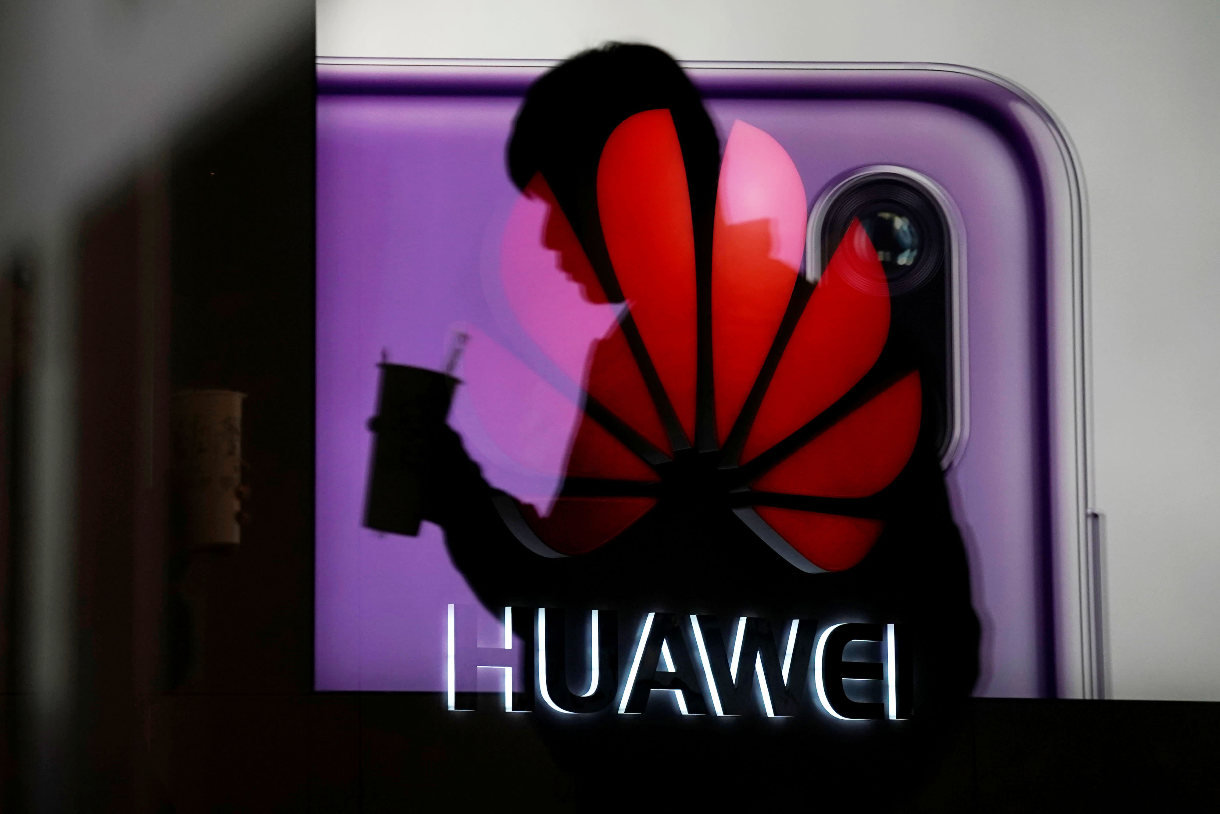 Trump administration will issue licenses for US companies to sell to Huawei
