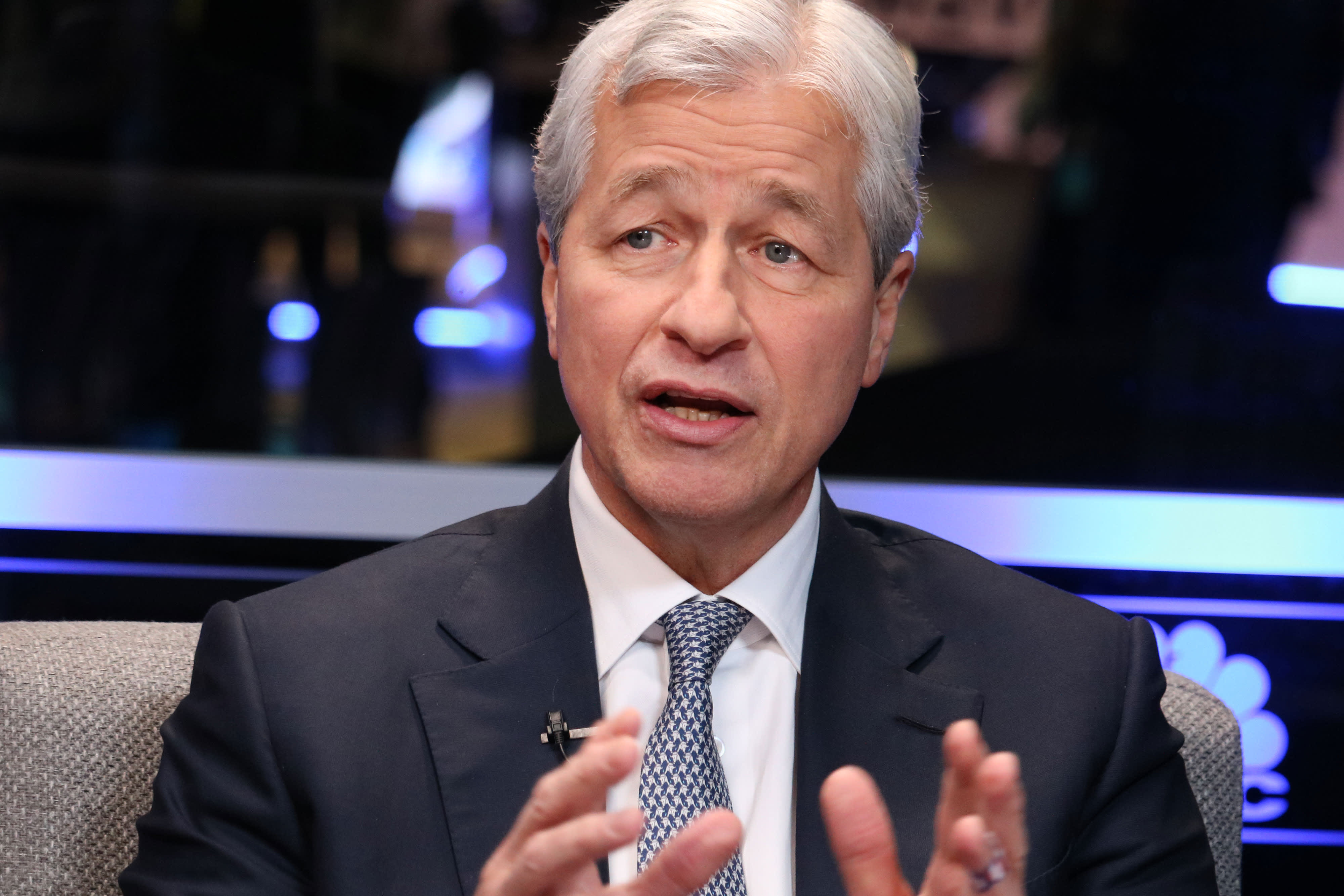 JP Morgan posted an earnings beat, but the bank's stock falls on lowered interest forecast