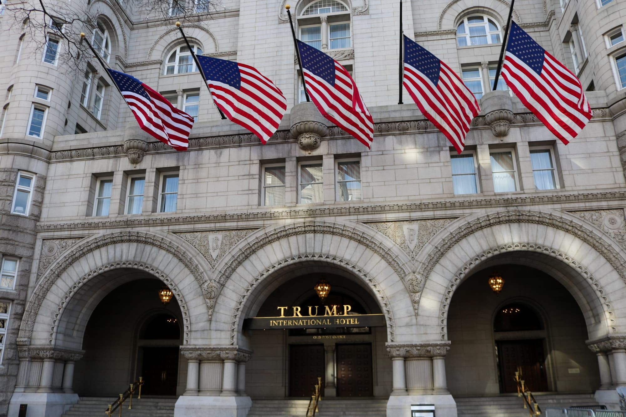 Former Trump officials and lobbyists dined with Zelensky campaign at Trump hotel months before infamous phone call