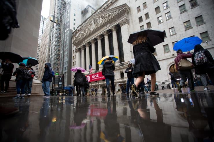 GP: Wall Street NYSE umbrellas rain 180406