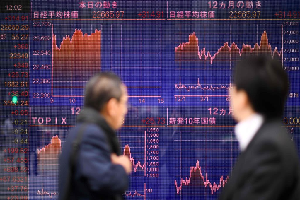 Japanese shares mixed after data shows manufacturing activity shrank in August