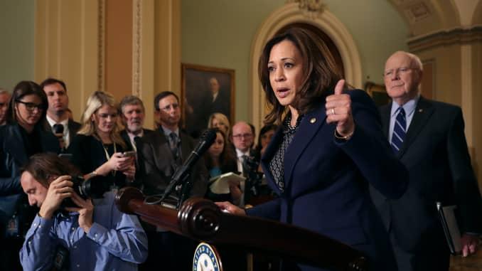 Kamala Harris Preaches Unity Hits Out At Trump S Border Wall Fight