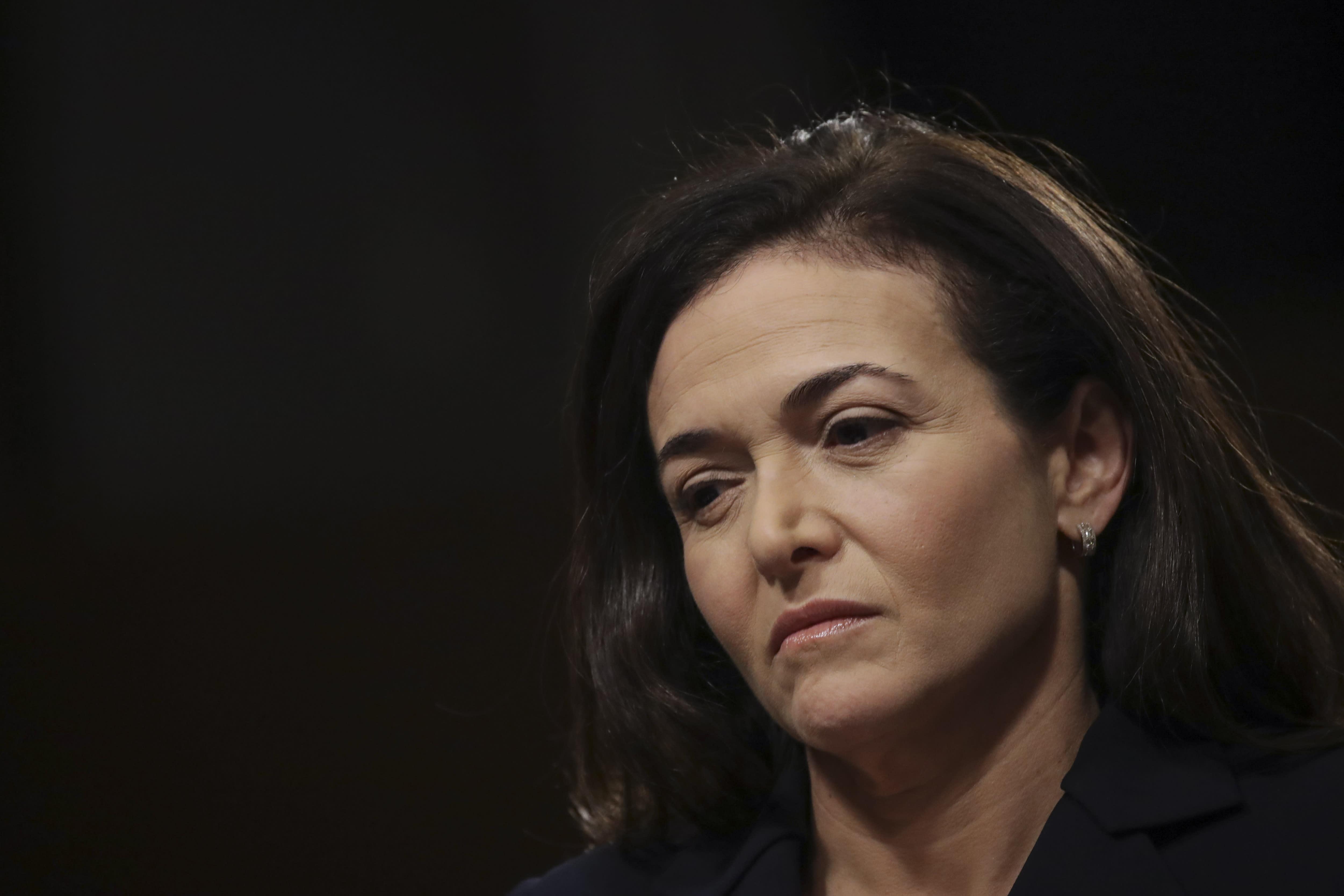 Sheryl Sandberg declines to endorse Elizabeth Warren for president, but hints at support