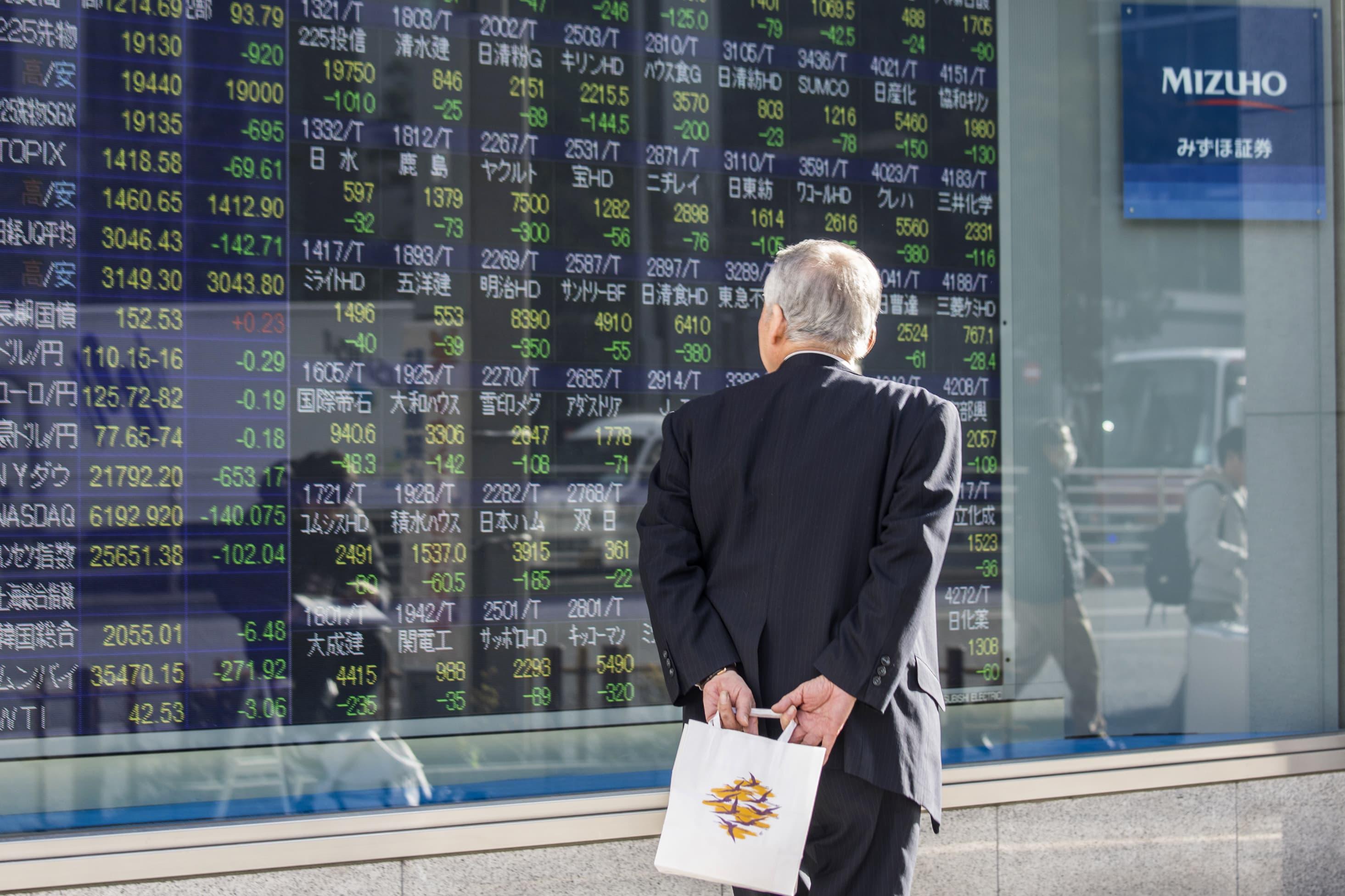 Asia stocks mixed as bond markets signal recession warning