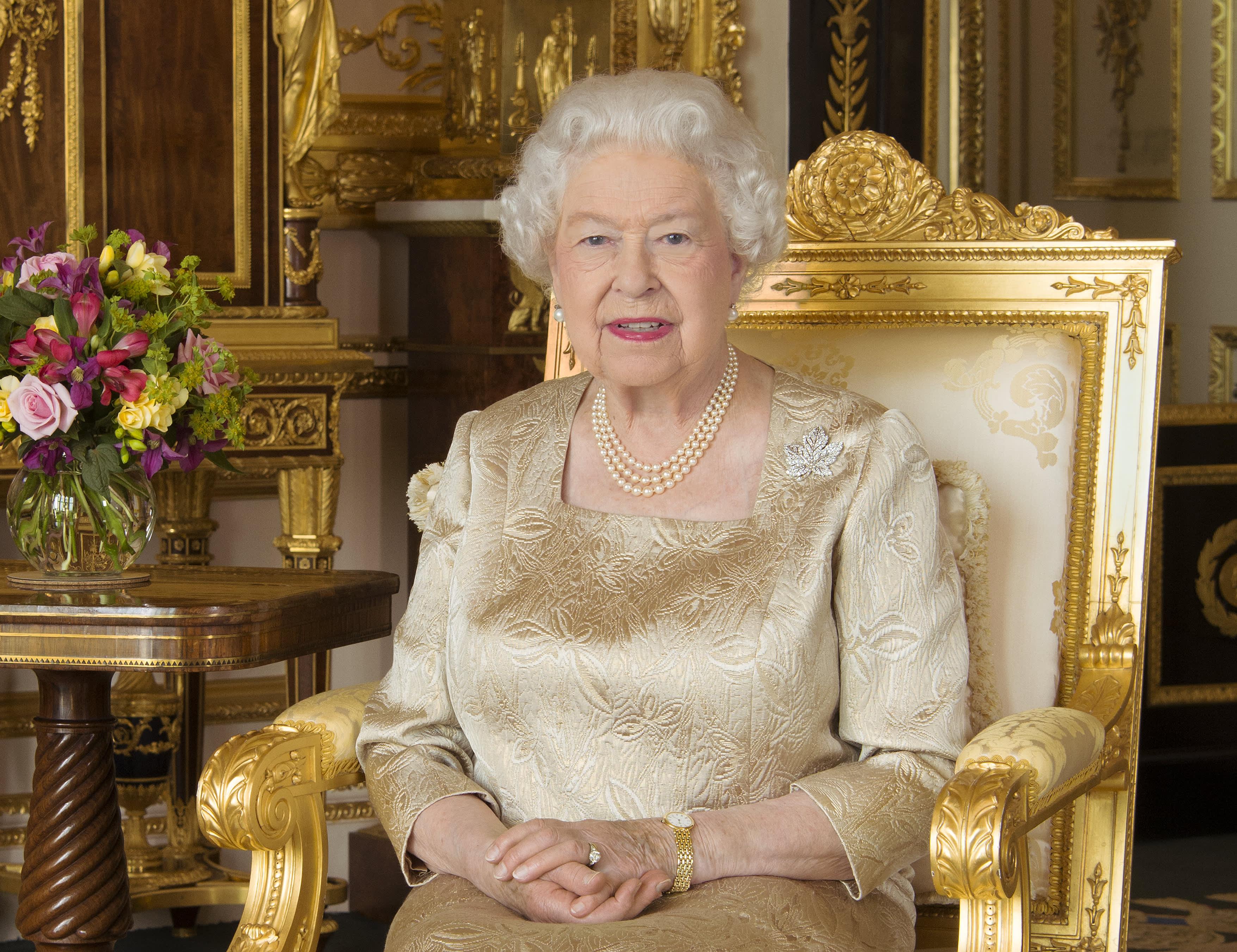 Queen Elizabeth II to admit 'bumpy' year in Christmas speech
