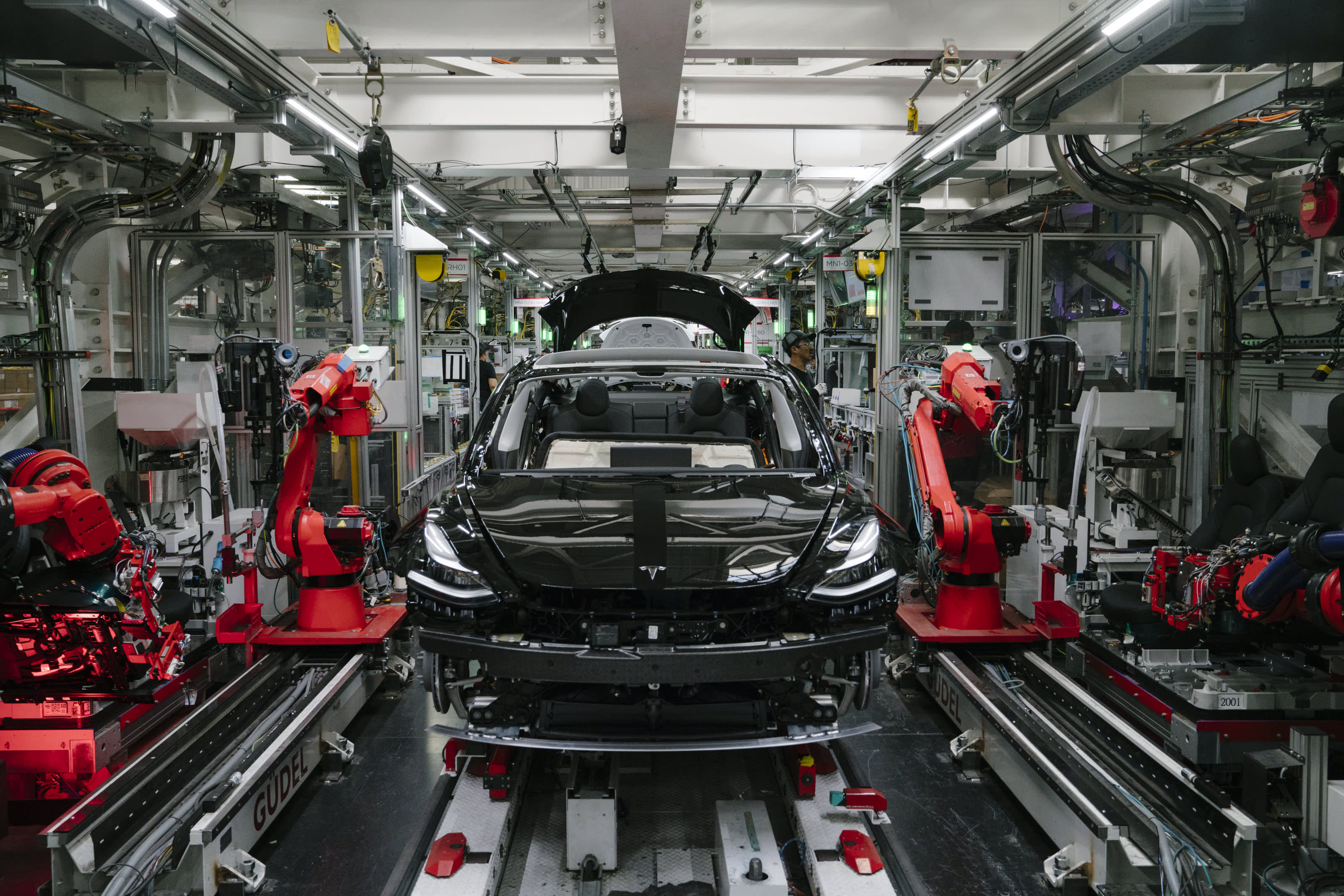 Tesla shares rise: Report preparing to increase California