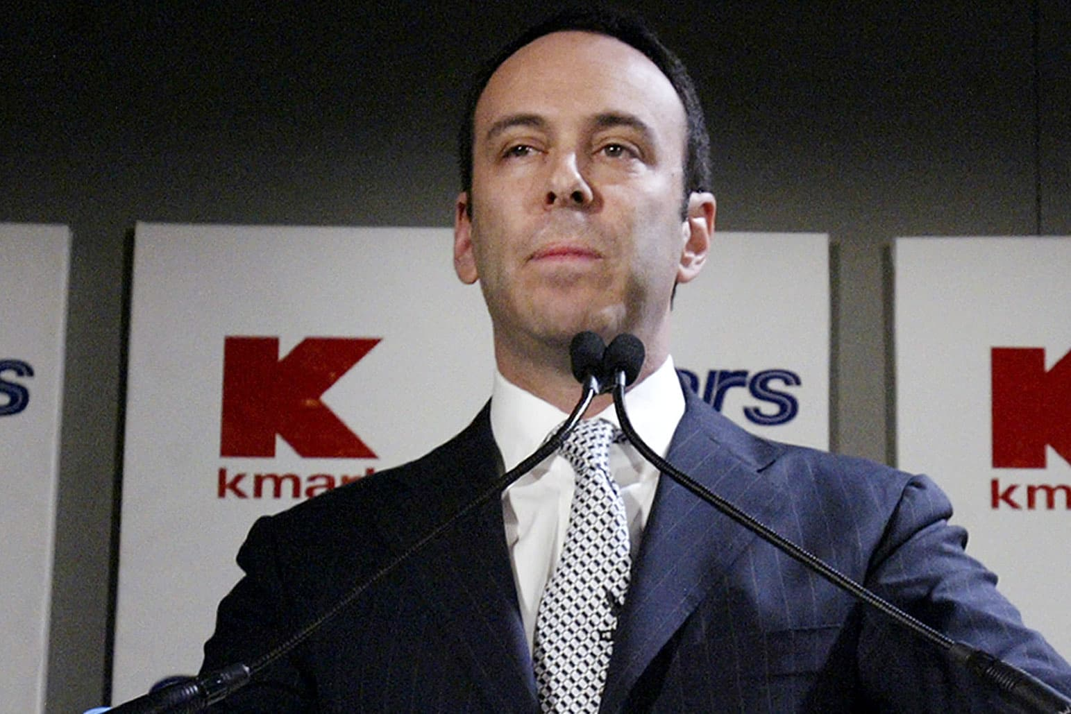 It's lights out for Sears on Tuesday unless Eddie Lampert can sweeten his bid