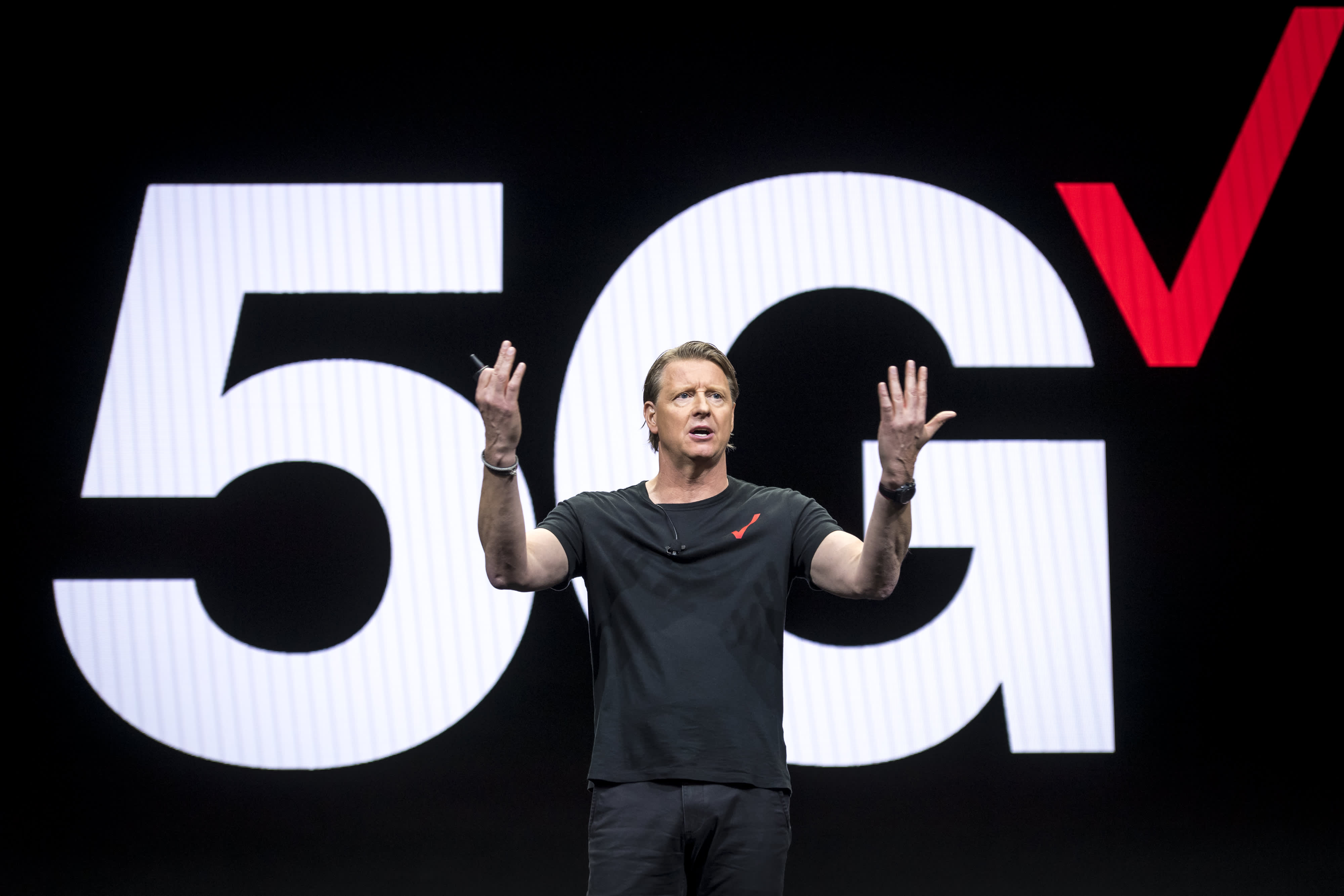 Verizon CEO sees functioning 5G wireless in half the US next year